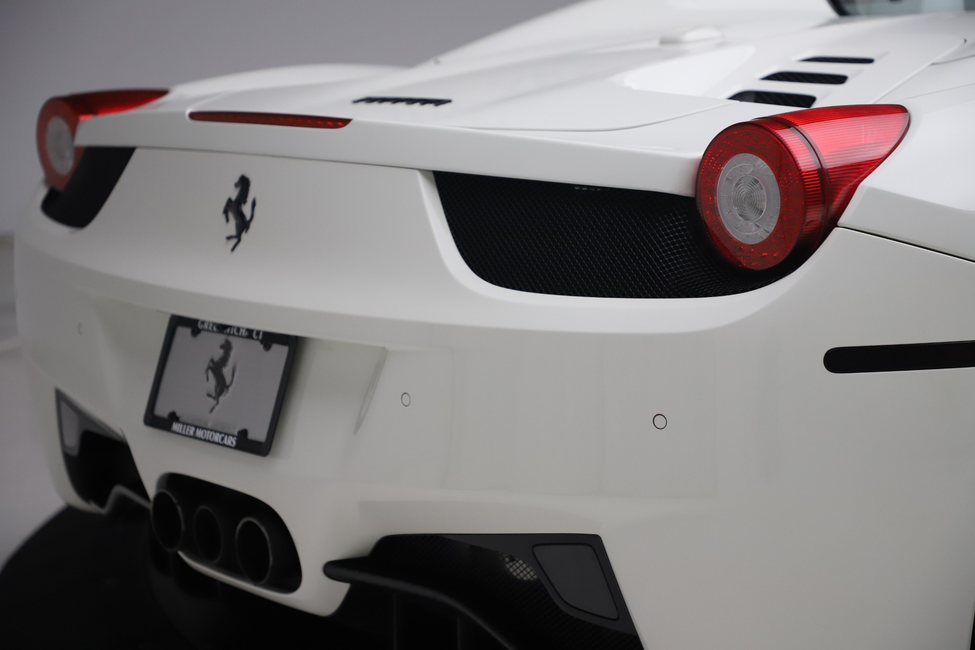 Used 2015 Ferrari 458 Spider  For Sale In Greenwich, CT 2979_p32