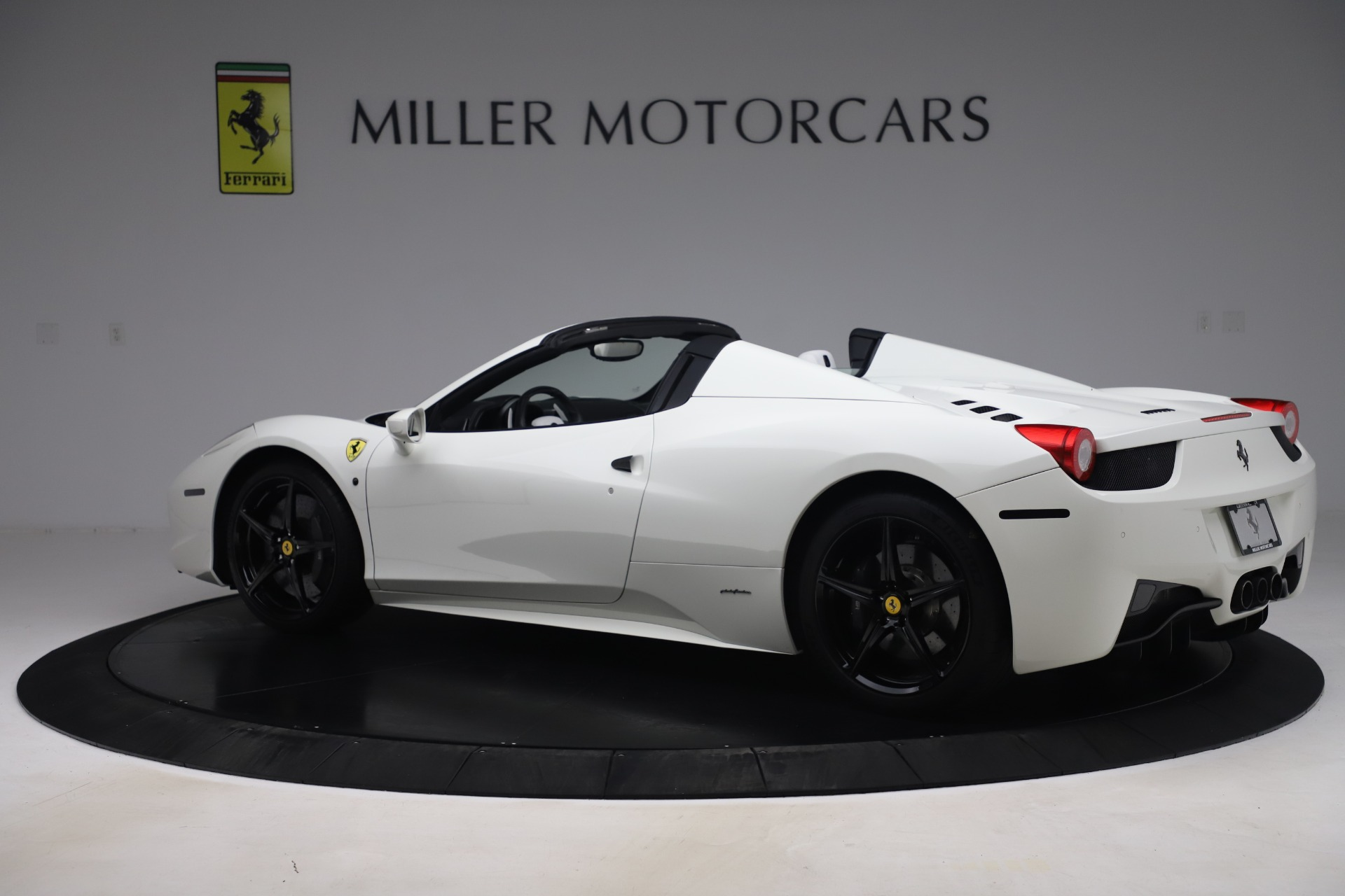 Used 2015 Ferrari 458 Spider  For Sale In Greenwich, CT 2979_p4