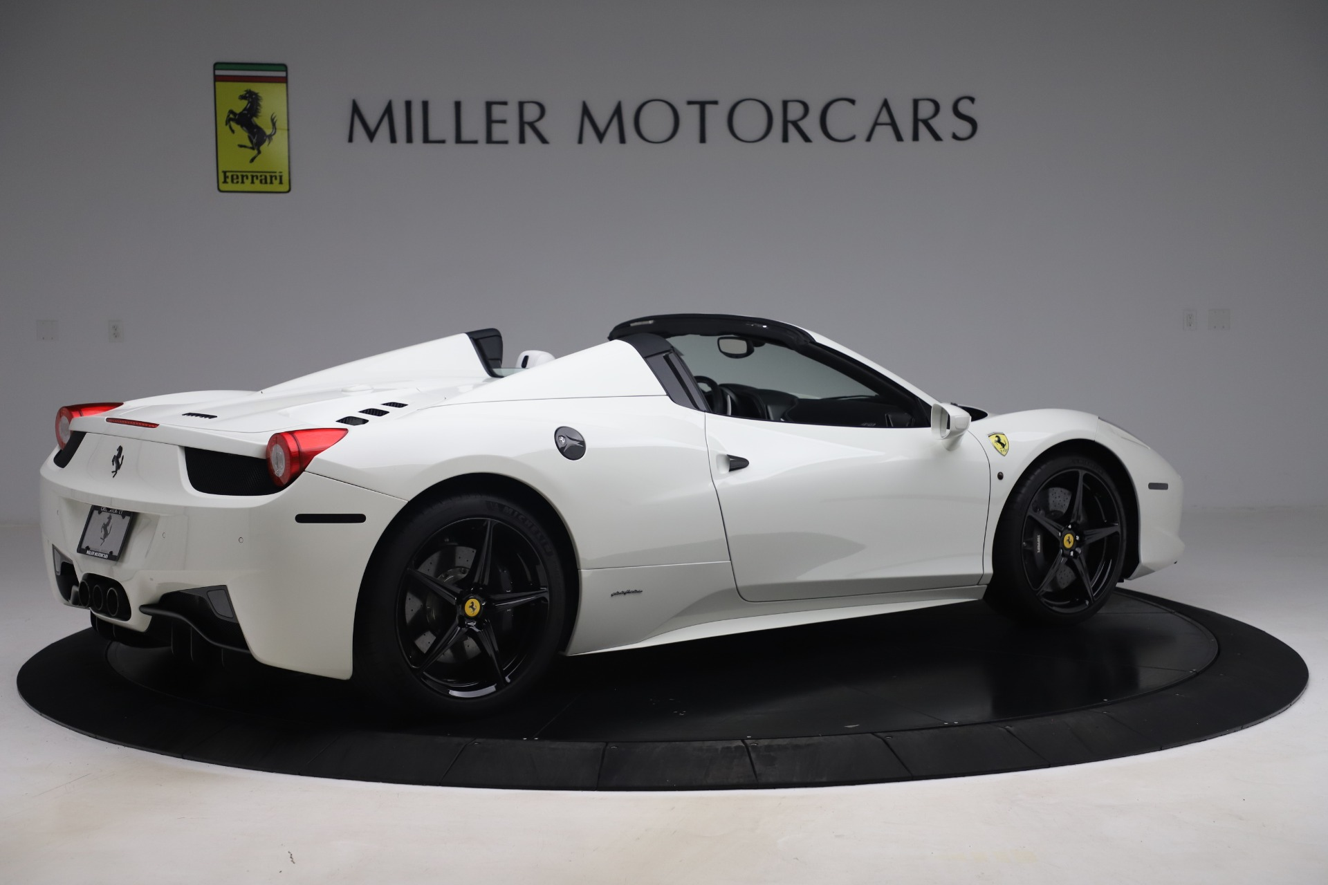 Used 2015 Ferrari 458 Spider  For Sale In Greenwich, CT 2979_p8