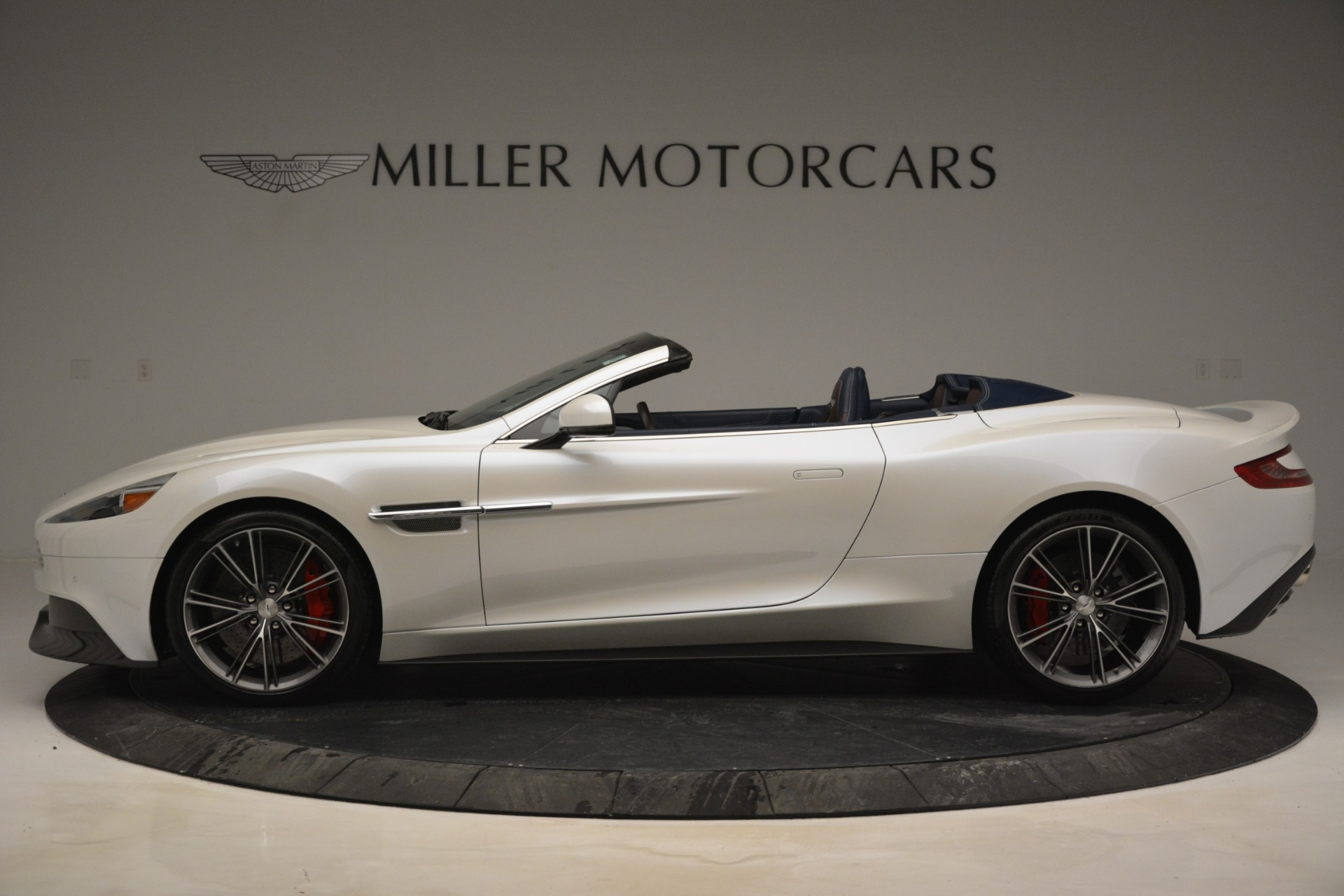 Used 2015 Aston Martin Vanquish Convertible For Sale In Greenwich, CT 2982_p3