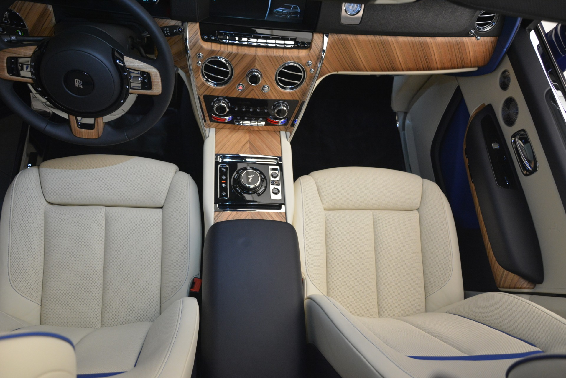 New 2019 Rolls-Royce Cullinan  For Sale In Greenwich, CT 2983_p22