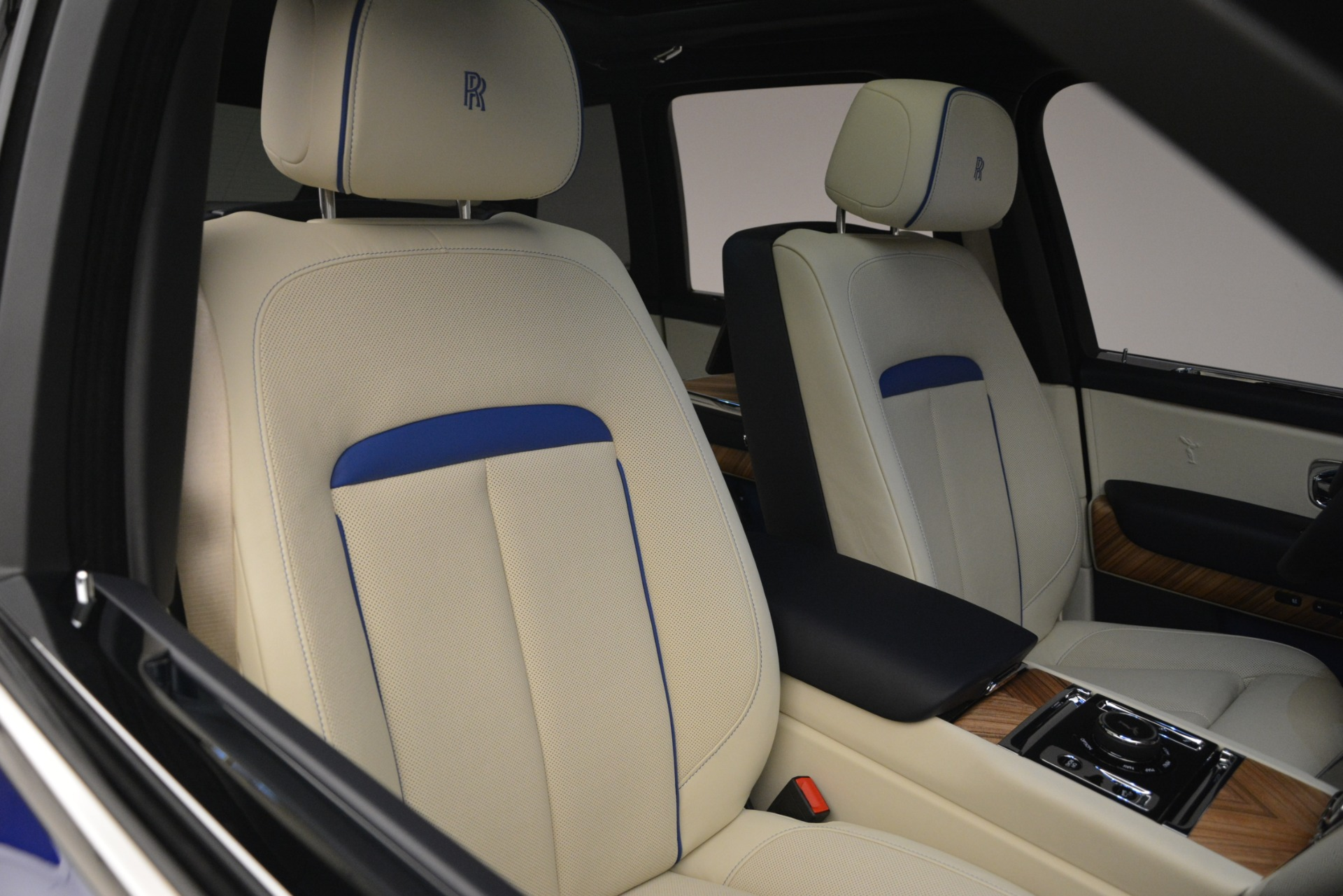 New 2019 Rolls-Royce Cullinan  For Sale In Greenwich, CT 2983_p27