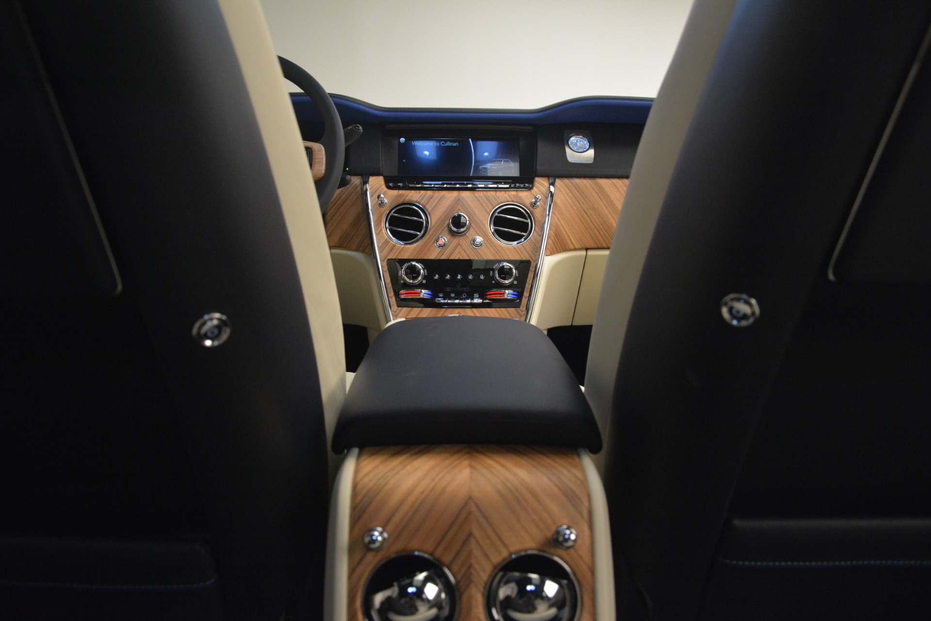 New 2019 Rolls-Royce Cullinan  For Sale In Greenwich, CT 2983_p43