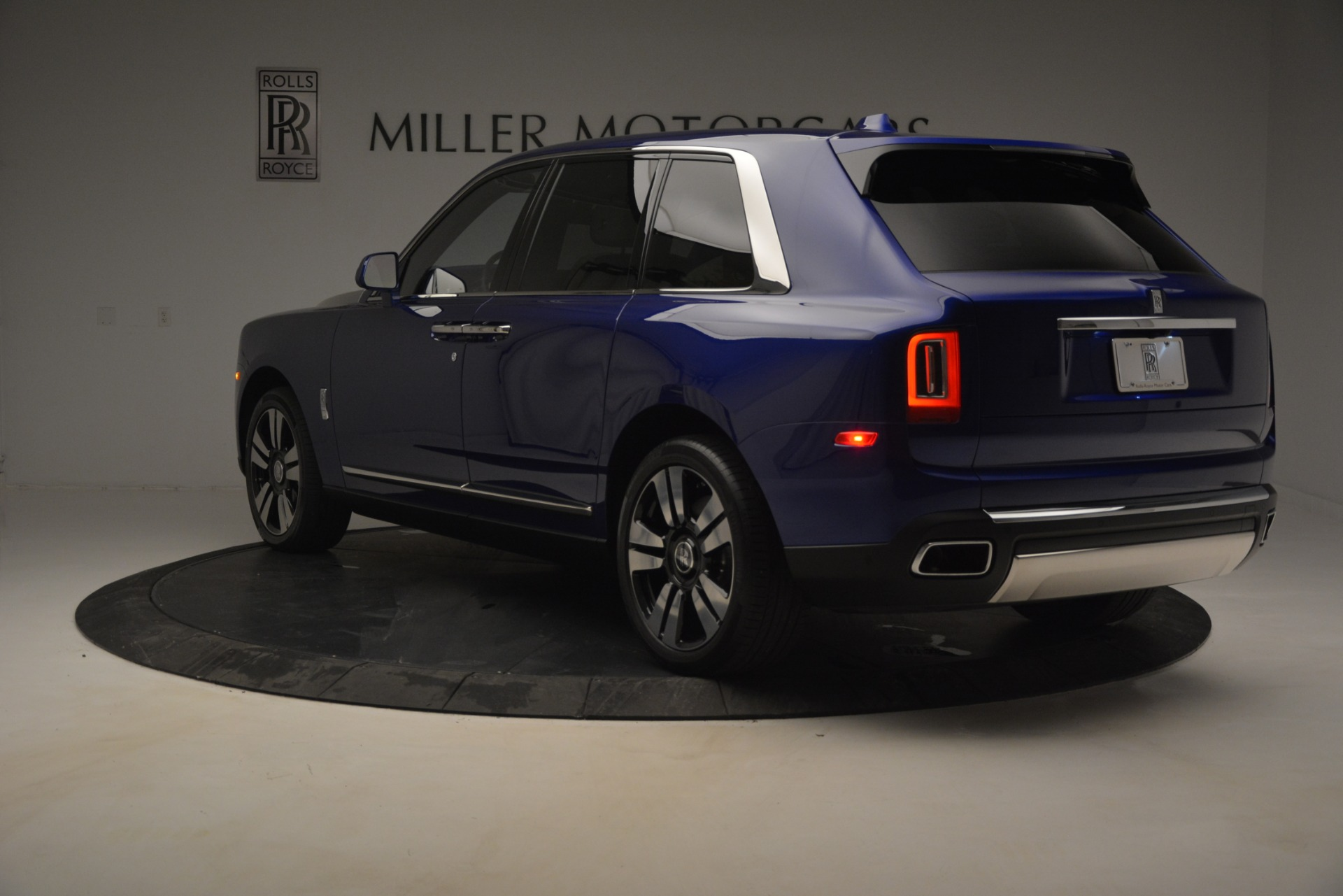 New 2019 Rolls-Royce Cullinan  For Sale In Greenwich, CT 2983_p4