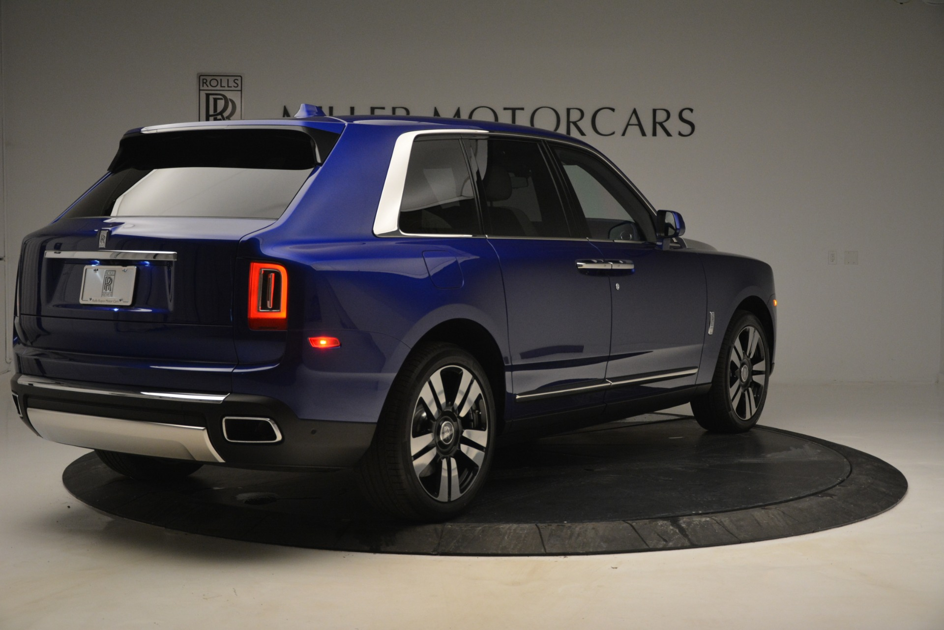 New 2019 Rolls-Royce Cullinan  For Sale In Greenwich, CT 2983_p6