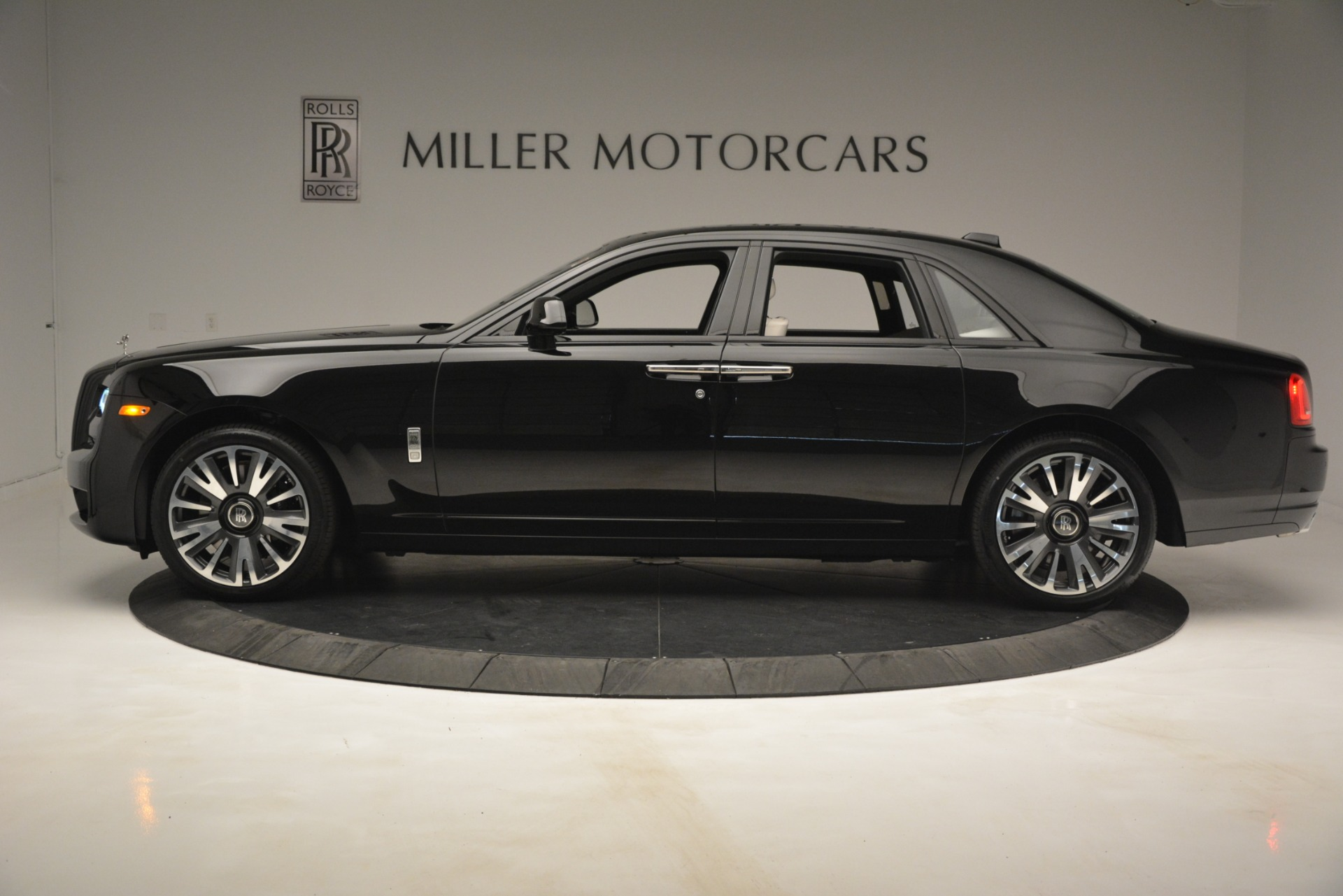 New 2019 Rolls-Royce Ghost  For Sale In Greenwich, CT 2984_p3