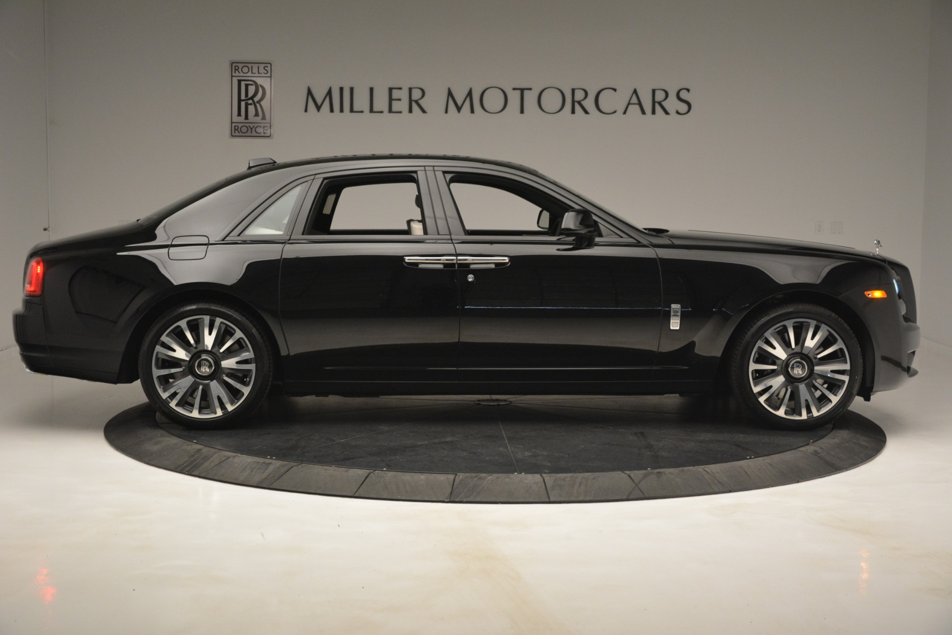 New 2019 Rolls-Royce Ghost  For Sale In Greenwich, CT 2984_p9