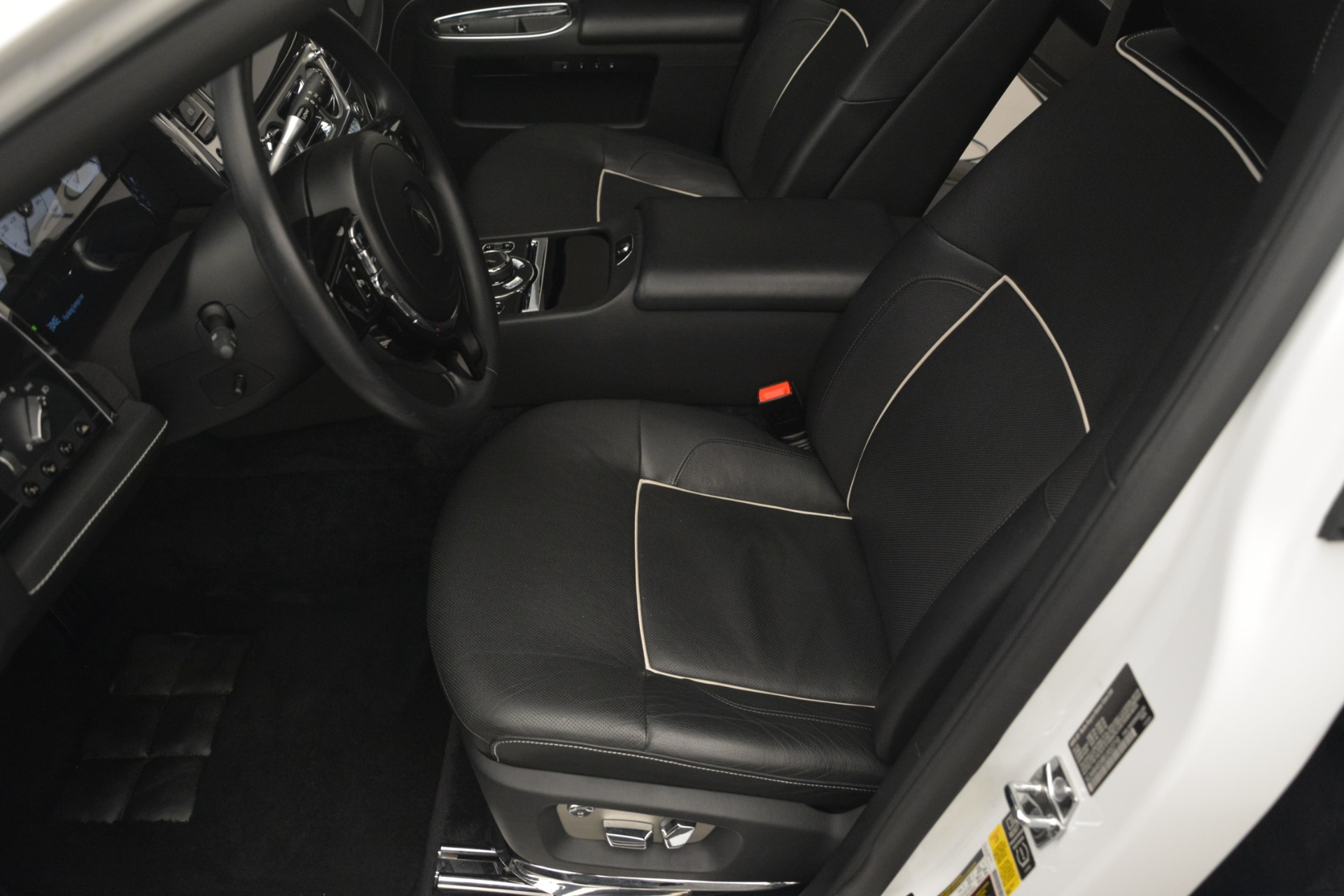Used 2014 Rolls-Royce Ghost V-Spec For Sale In Greenwich, CT 2989_p16