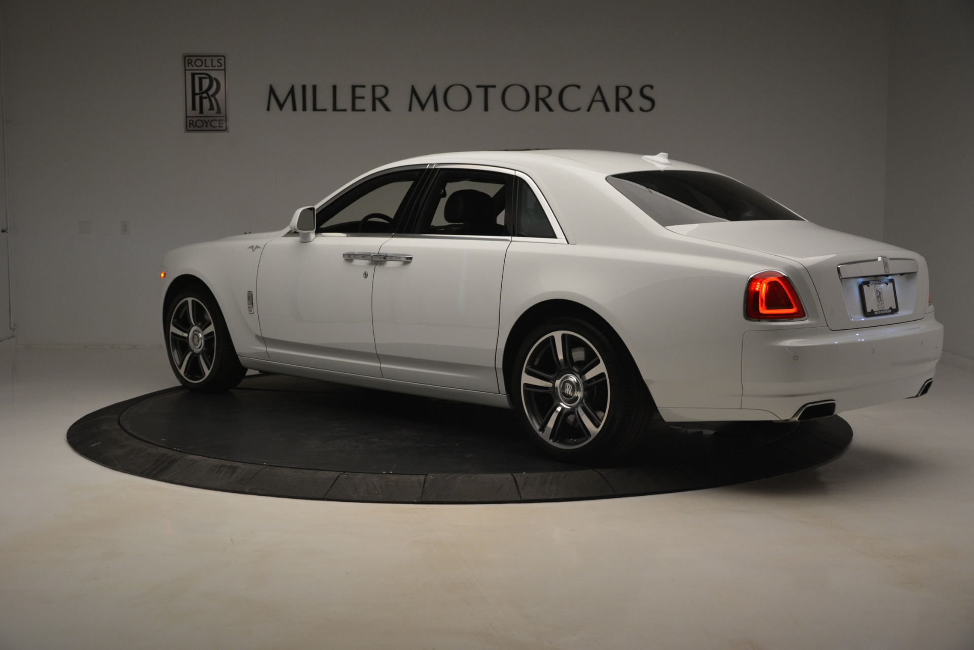 Used 2014 Rolls-Royce Ghost V-Spec For Sale In Greenwich, CT 2989_p5