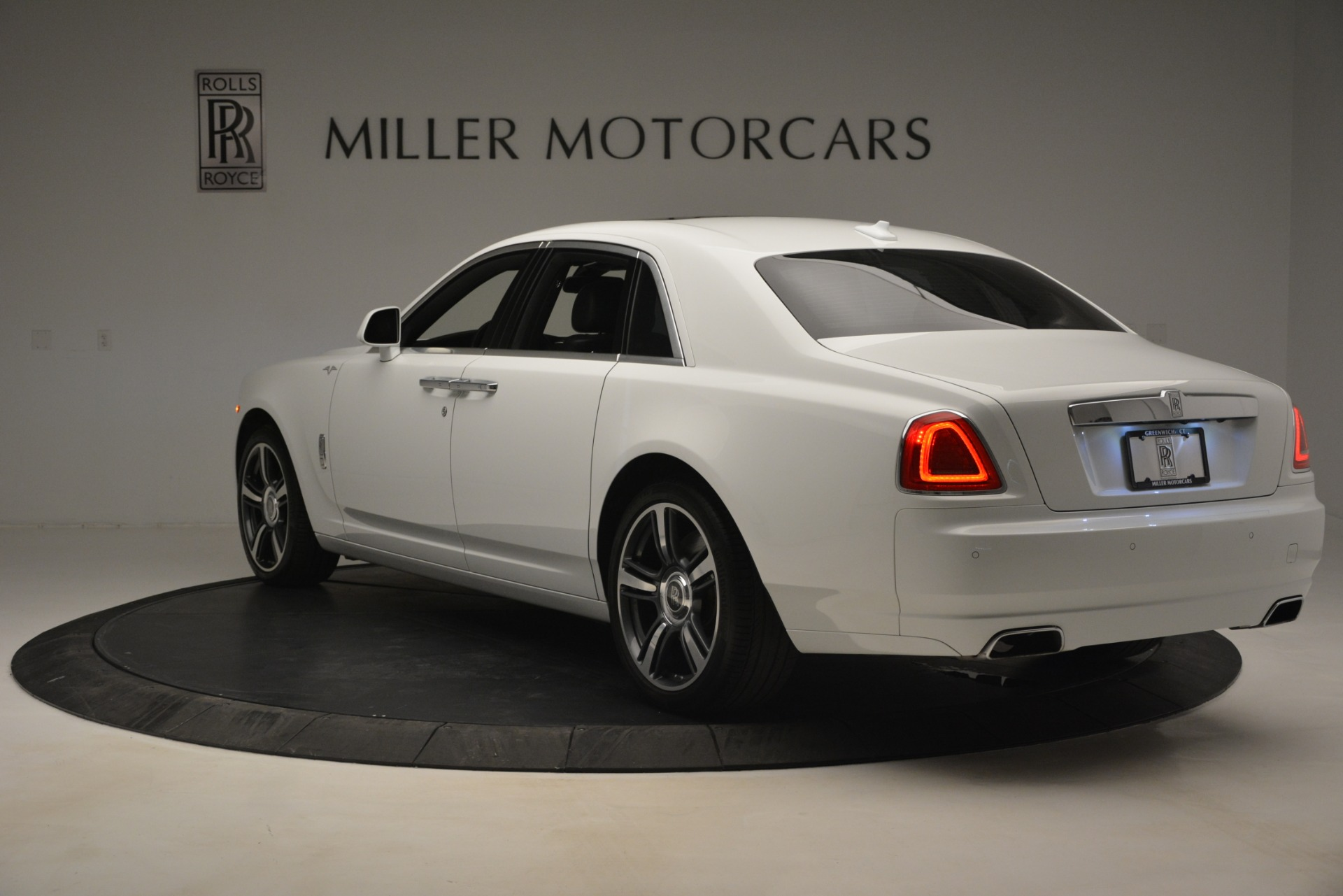 Used 2014 Rolls-Royce Ghost V-Spec For Sale In Greenwich, CT 2989_p6