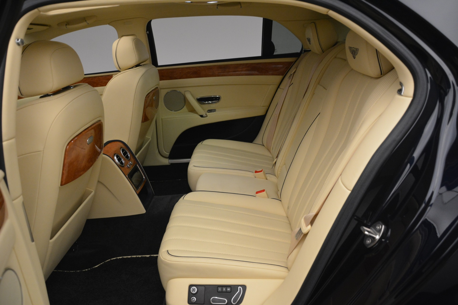 Used 2015 Bentley Flying Spur V8 For Sale In Greenwich, CT 2997_p24