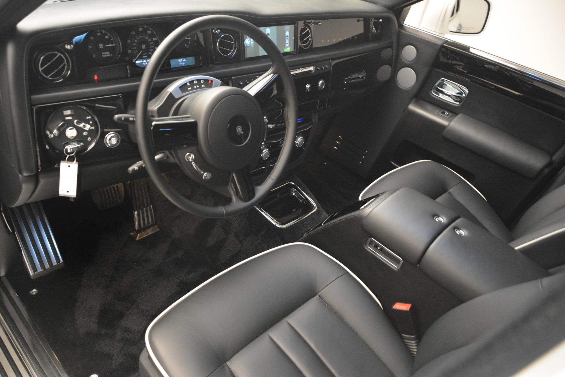 Used 2014 Rolls-Royce Phantom  For Sale In Greenwich, CT 2998_p15