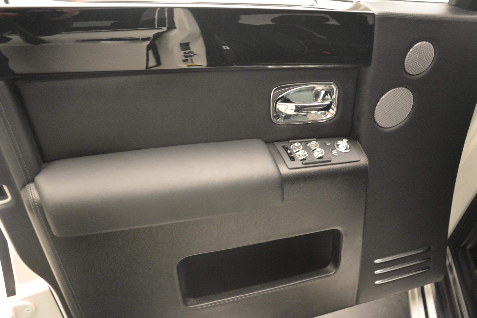 Used 2014 Rolls-Royce Phantom  For Sale In Greenwich, CT 2998_p19