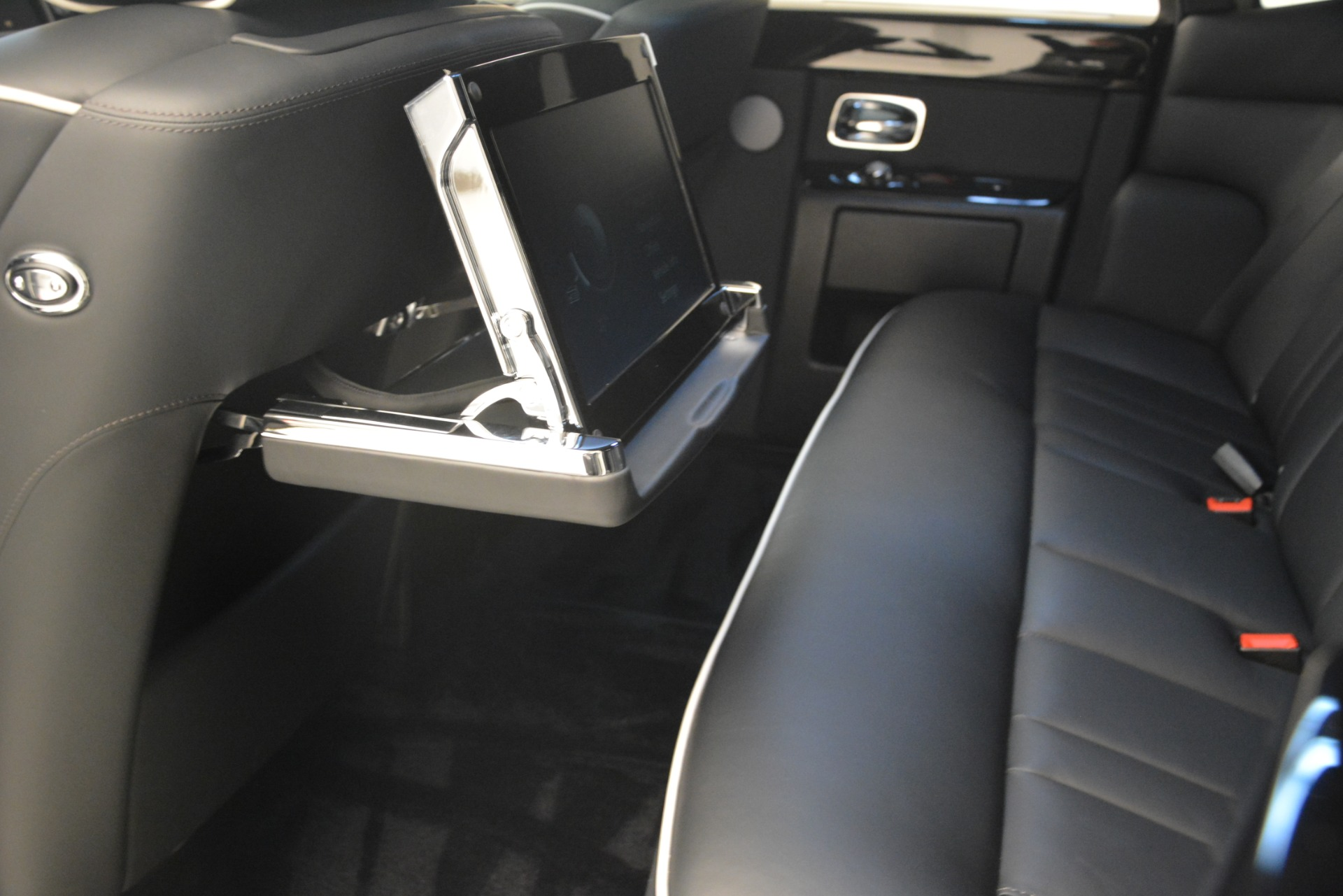 Used 2014 Rolls-Royce Phantom  For Sale In Greenwich, CT 2998_p20