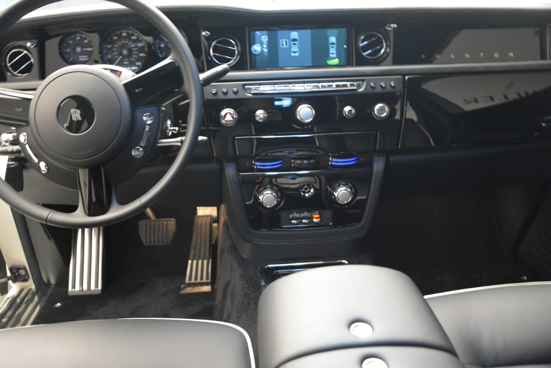 Used 2014 Rolls-Royce Phantom  For Sale In Greenwich, CT 2998_p22