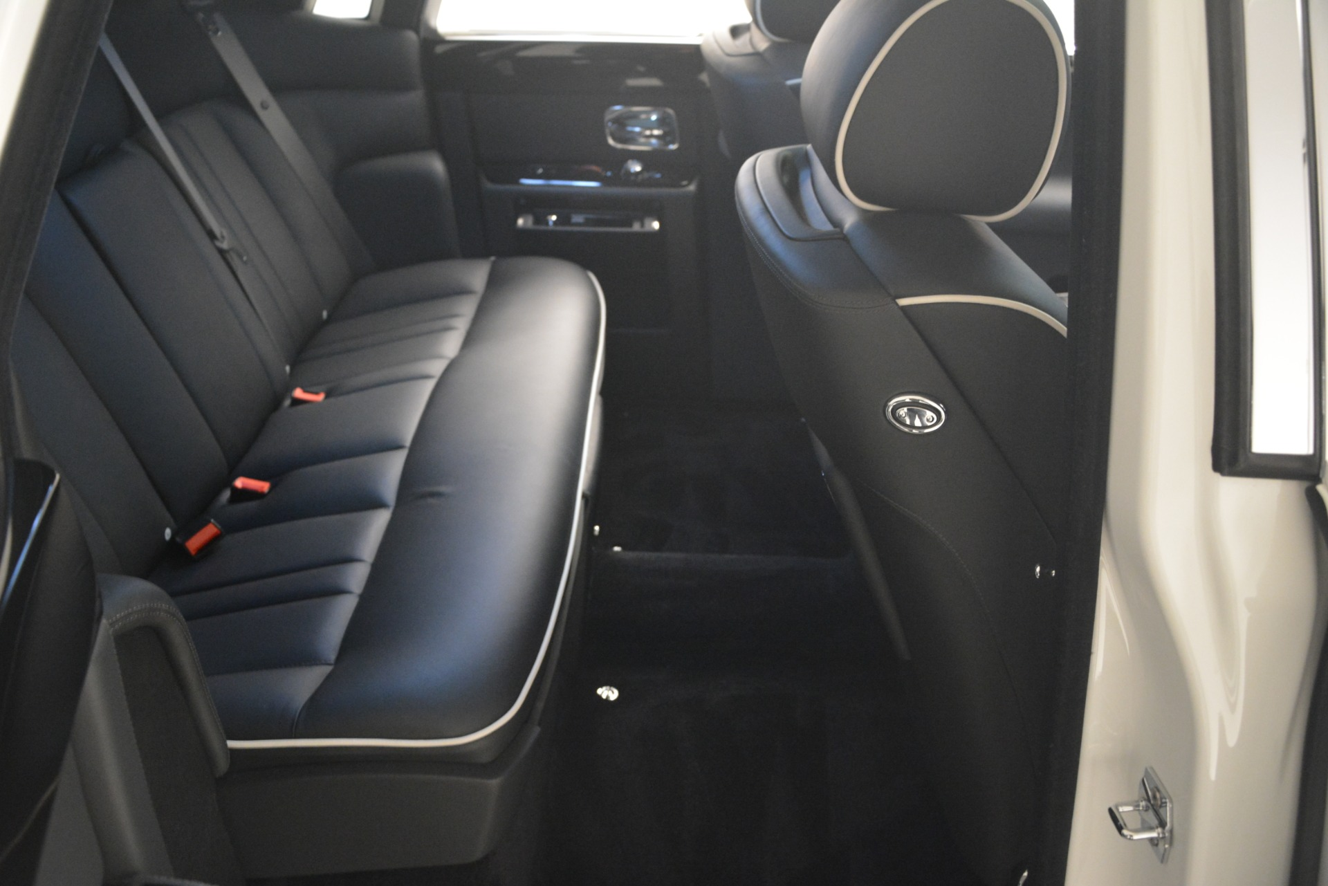 Used 2014 Rolls-Royce Phantom  For Sale In Greenwich, CT 2998_p24