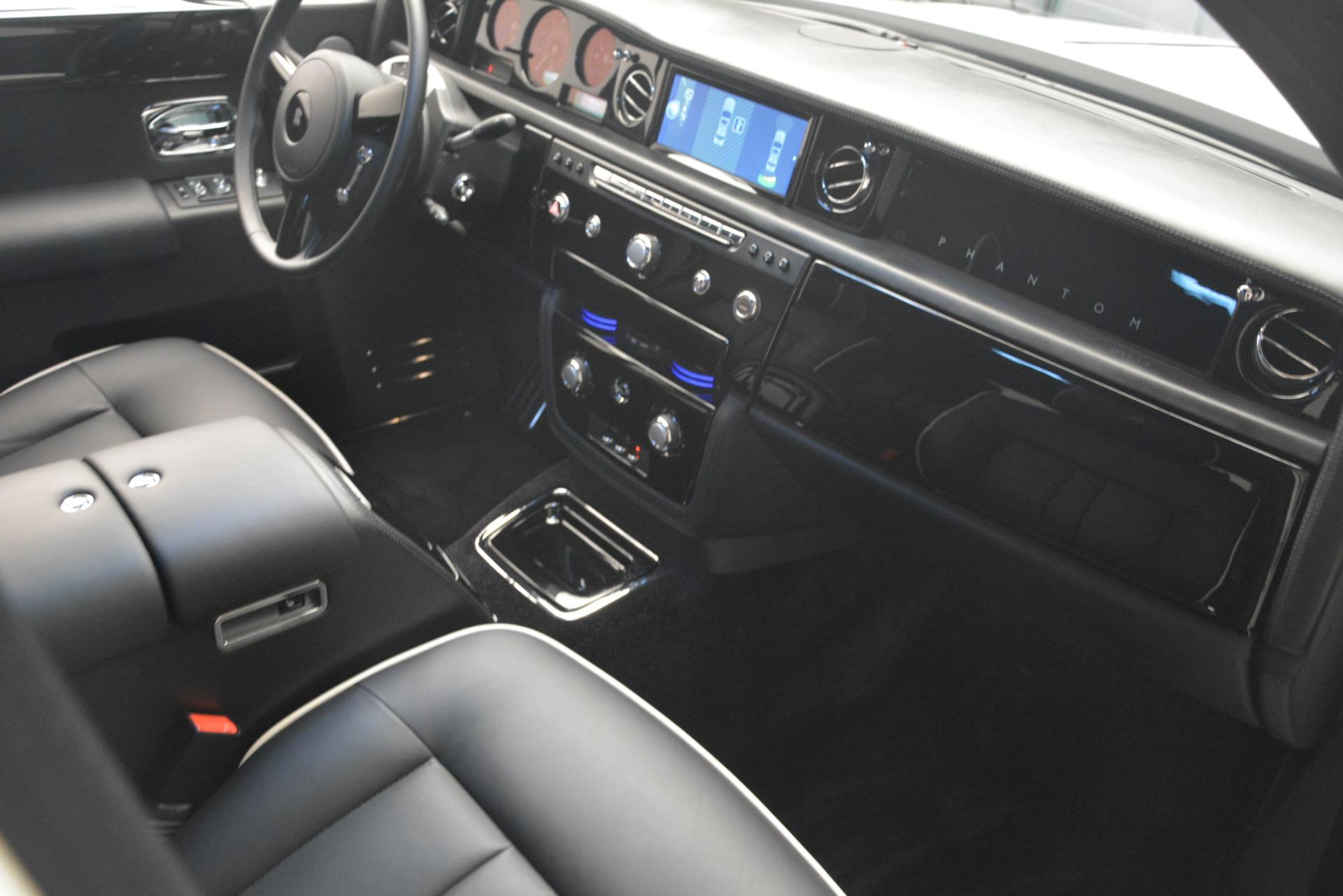 Used 2014 Rolls-Royce Phantom  For Sale In Greenwich, CT 2998_p26