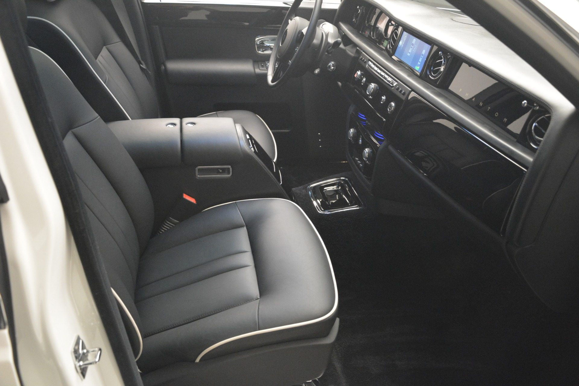 Used 2014 Rolls-Royce Phantom  For Sale In Greenwich, CT 2998_p27