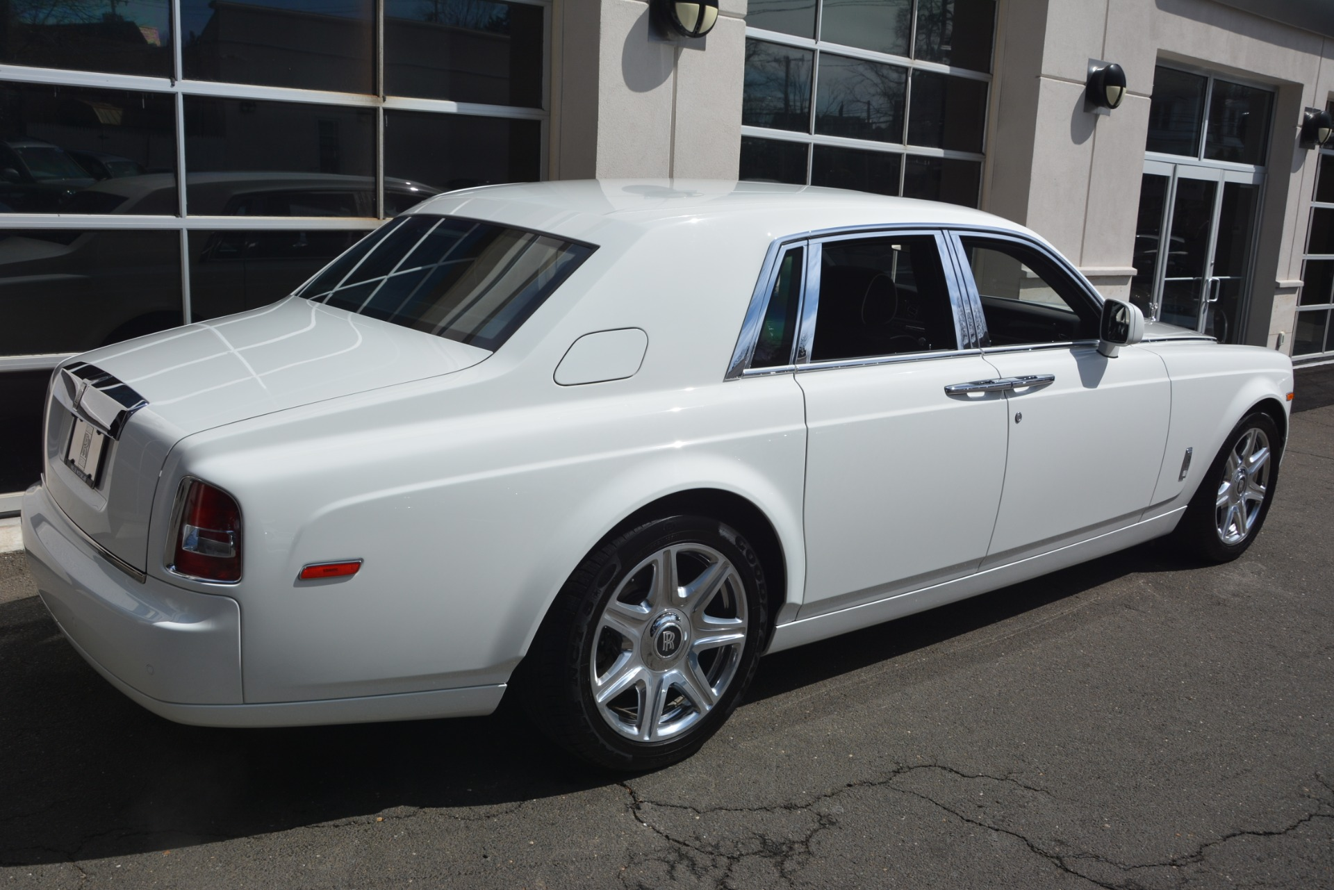 Used 2014 Rolls-Royce Phantom  For Sale In Greenwich, CT 2998_p9