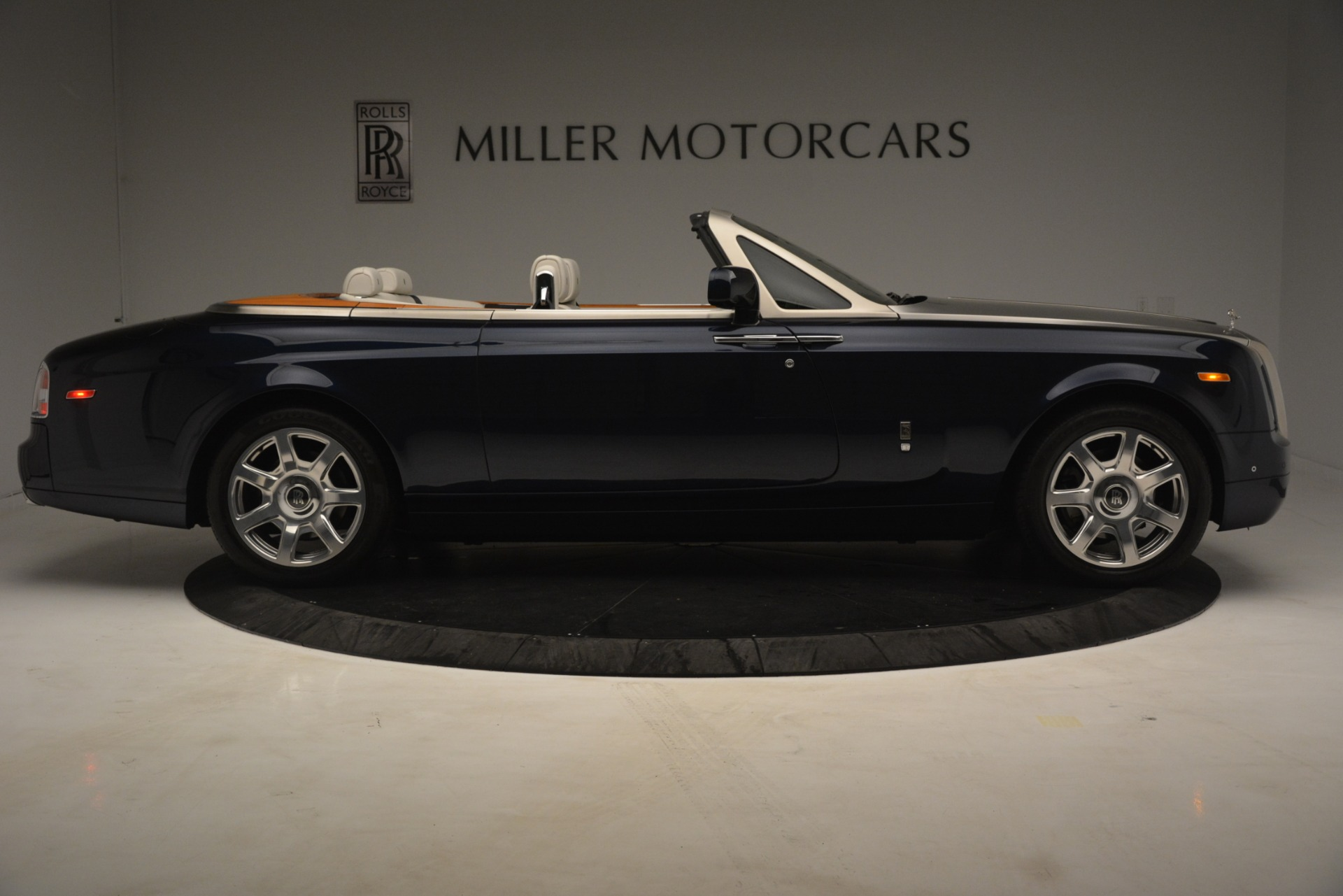 Used 2013 Rolls-Royce Phantom Drophead Coupe  For Sale In Greenwich, CT 2999_p12