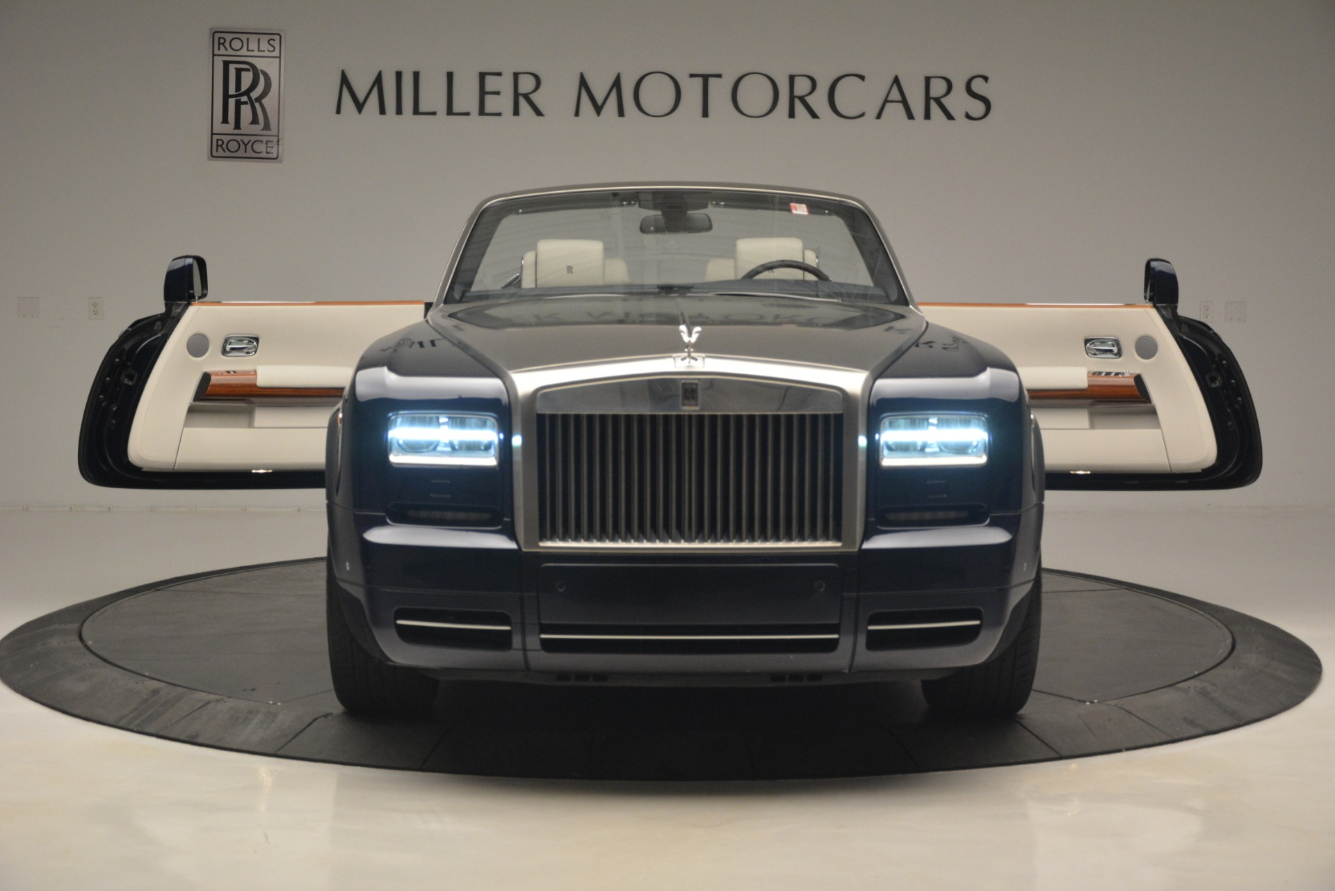Used 2013 Rolls-Royce Phantom Drophead Coupe  For Sale In Greenwich, CT 2999_p29
