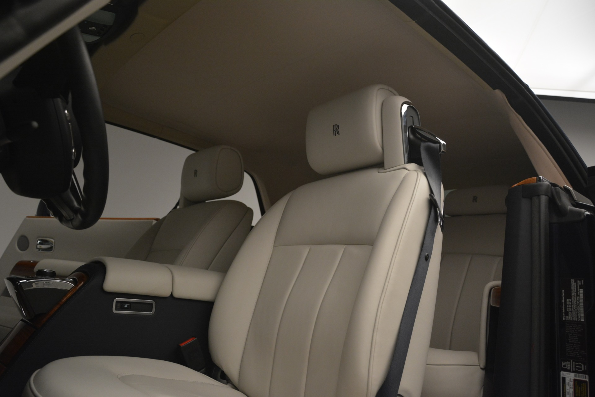 Used 2013 Rolls-Royce Phantom Drophead Coupe  For Sale In Greenwich, CT 2999_p33