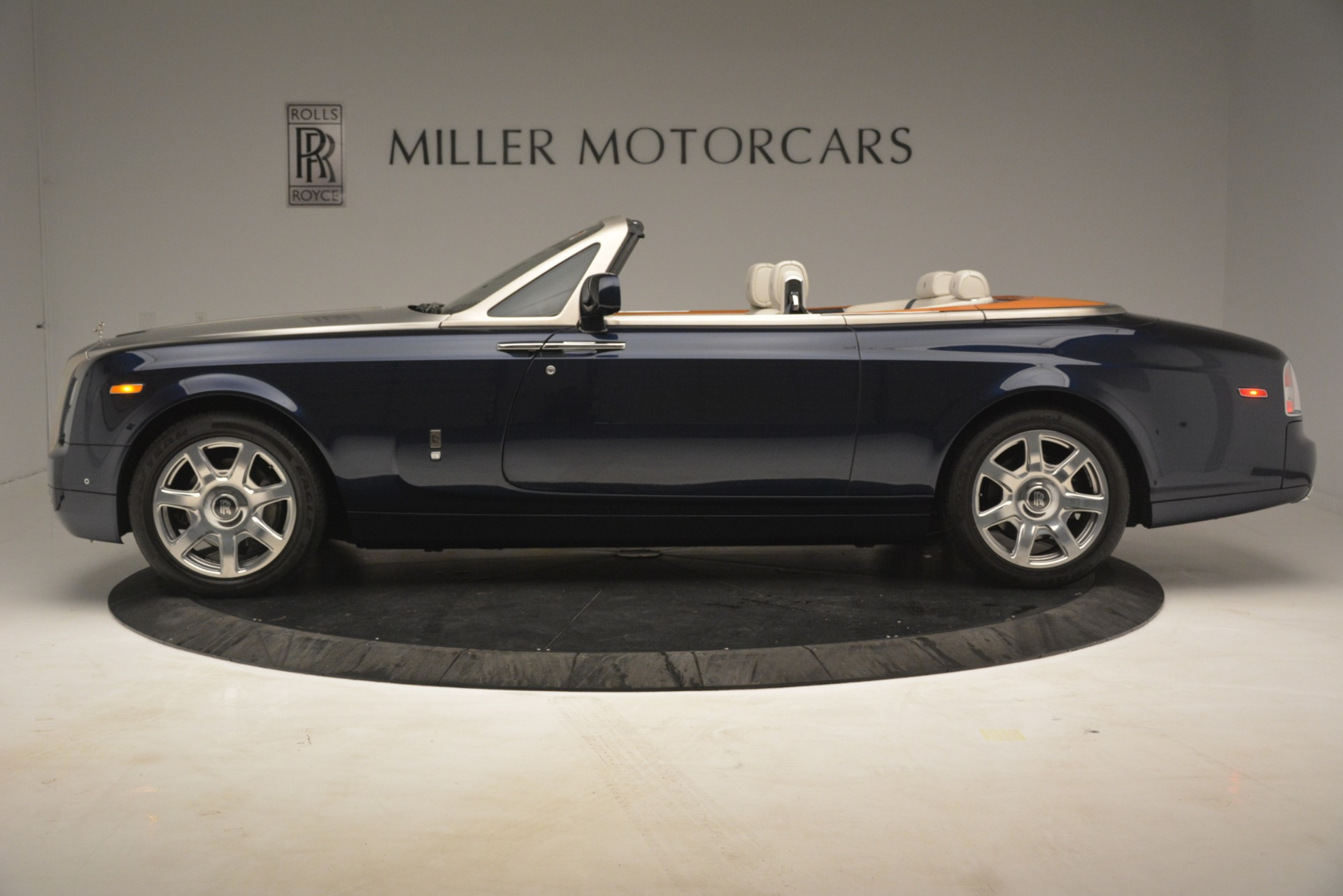Used 2013 Rolls-Royce Phantom Drophead Coupe  For Sale In Greenwich, CT 2999_p4