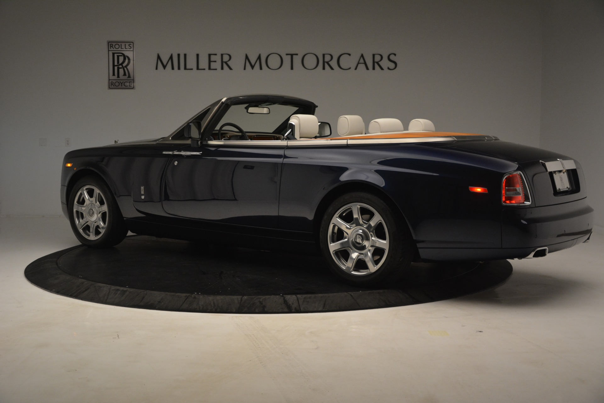 Used 2013 Rolls-Royce Phantom Drophead Coupe  For Sale In Greenwich, CT 2999_p6