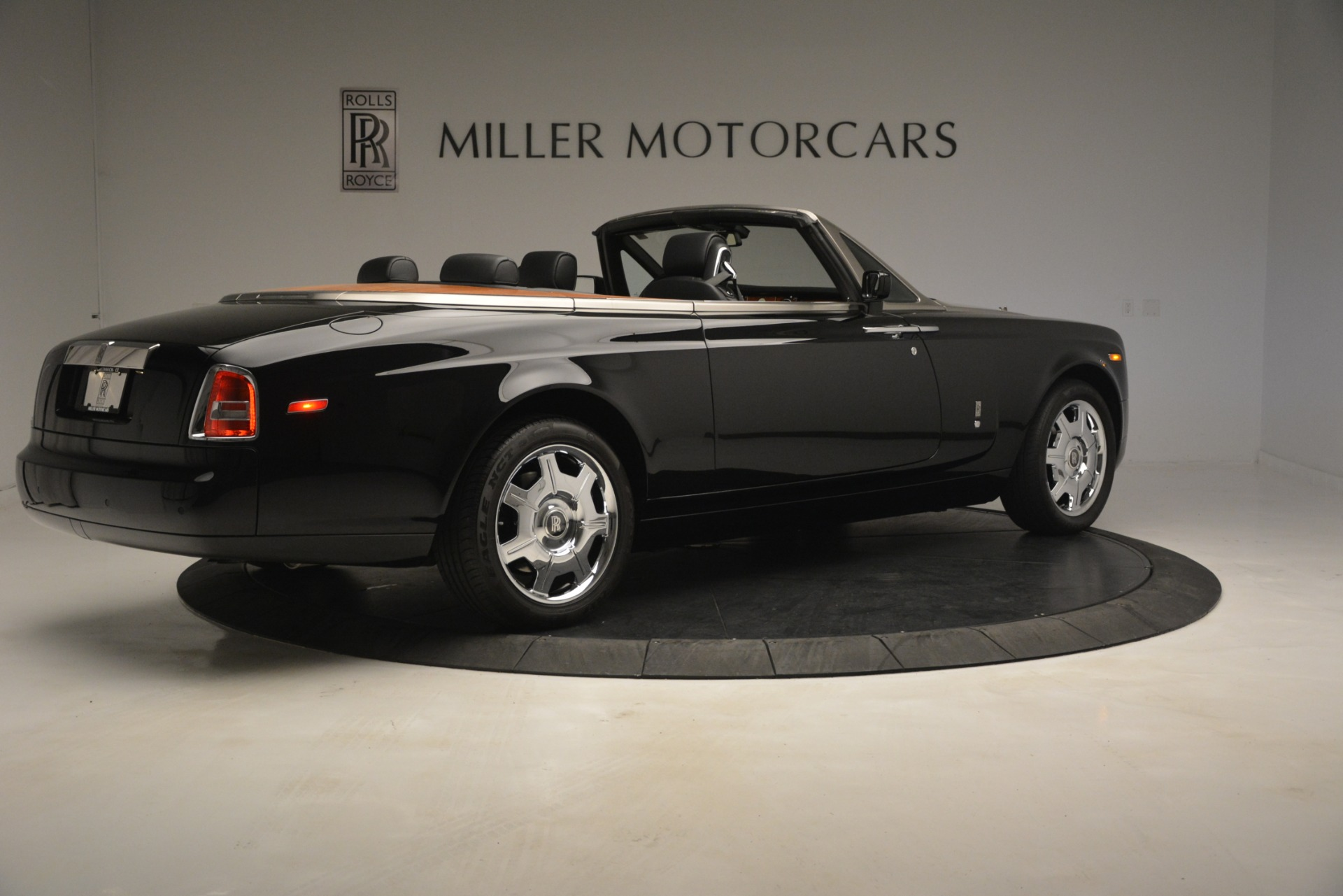 Used 2008 Rolls-Royce Phantom Drophead Coupe  For Sale In Greenwich, CT 3000_p12