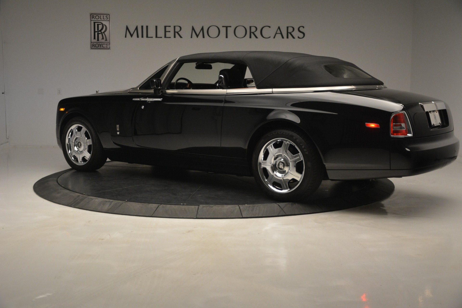 Used 2008 Rolls-Royce Phantom Drophead Coupe  For Sale In Greenwich, CT 3000_p36