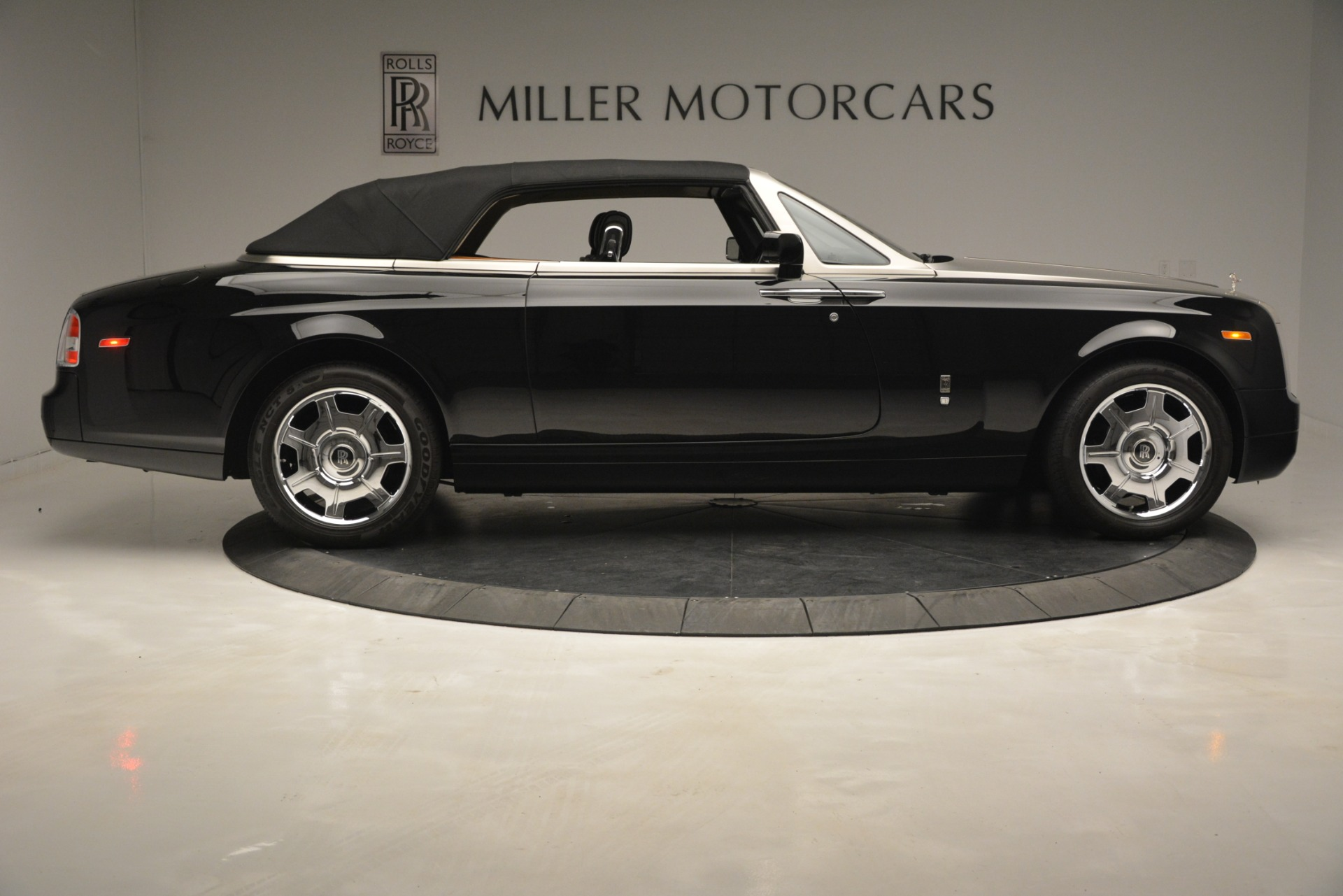 Used 2008 Rolls-Royce Phantom Drophead Coupe  For Sale In Greenwich, CT 3000_p39
