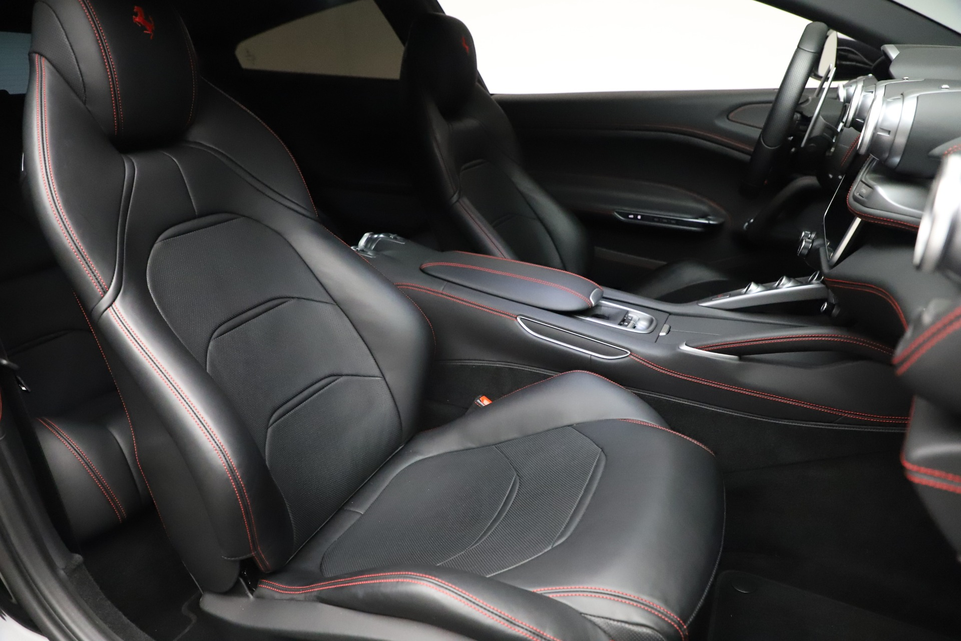 Used 2018 Ferrari GTC4Lusso  For Sale In Greenwich, CT 3005_p19