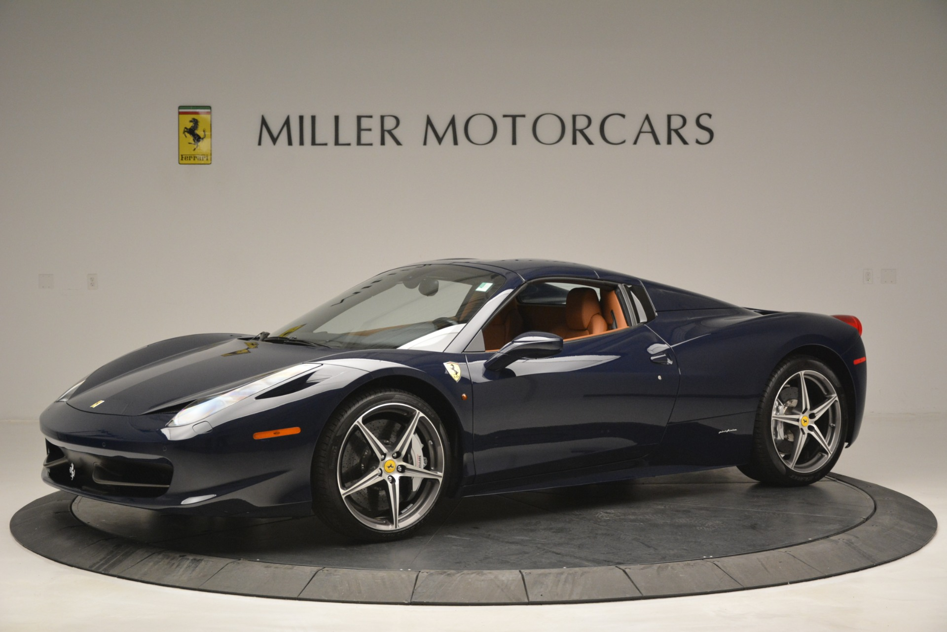 Used 2014 Ferrari 458 Spider  For Sale In Greenwich, CT 3013_p14