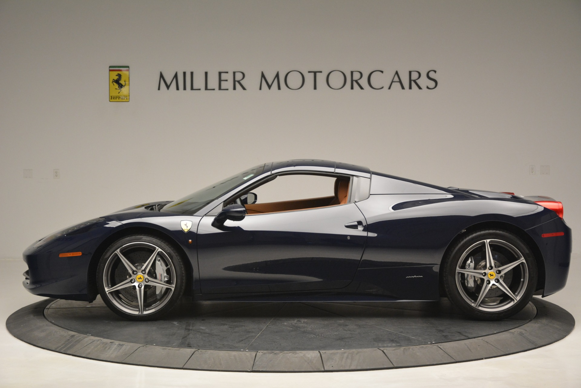 Used 2014 Ferrari 458 Spider  For Sale In Greenwich, CT 3013_p15