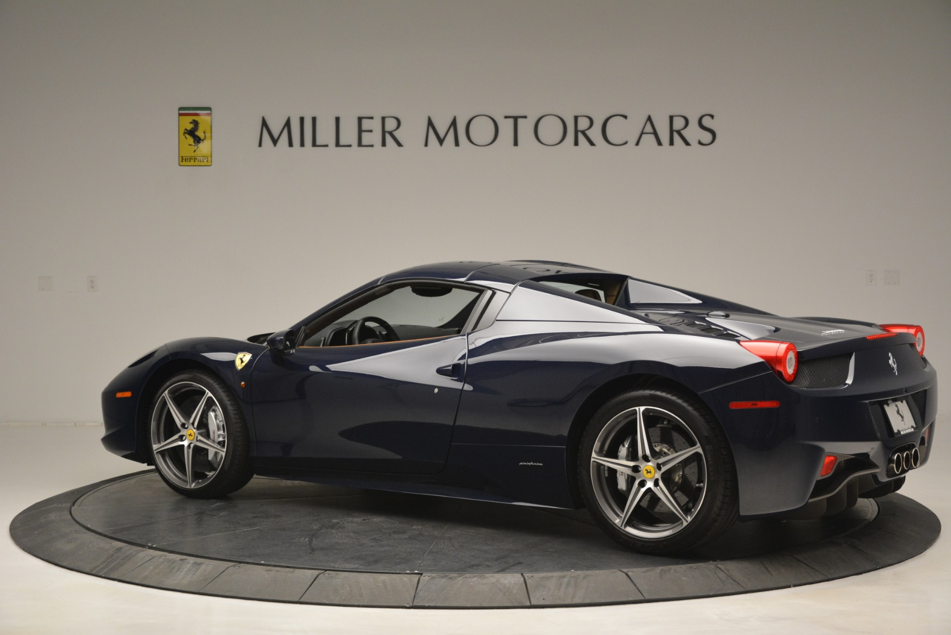 Used 2014 Ferrari 458 Spider  For Sale In Greenwich, CT 3013_p16