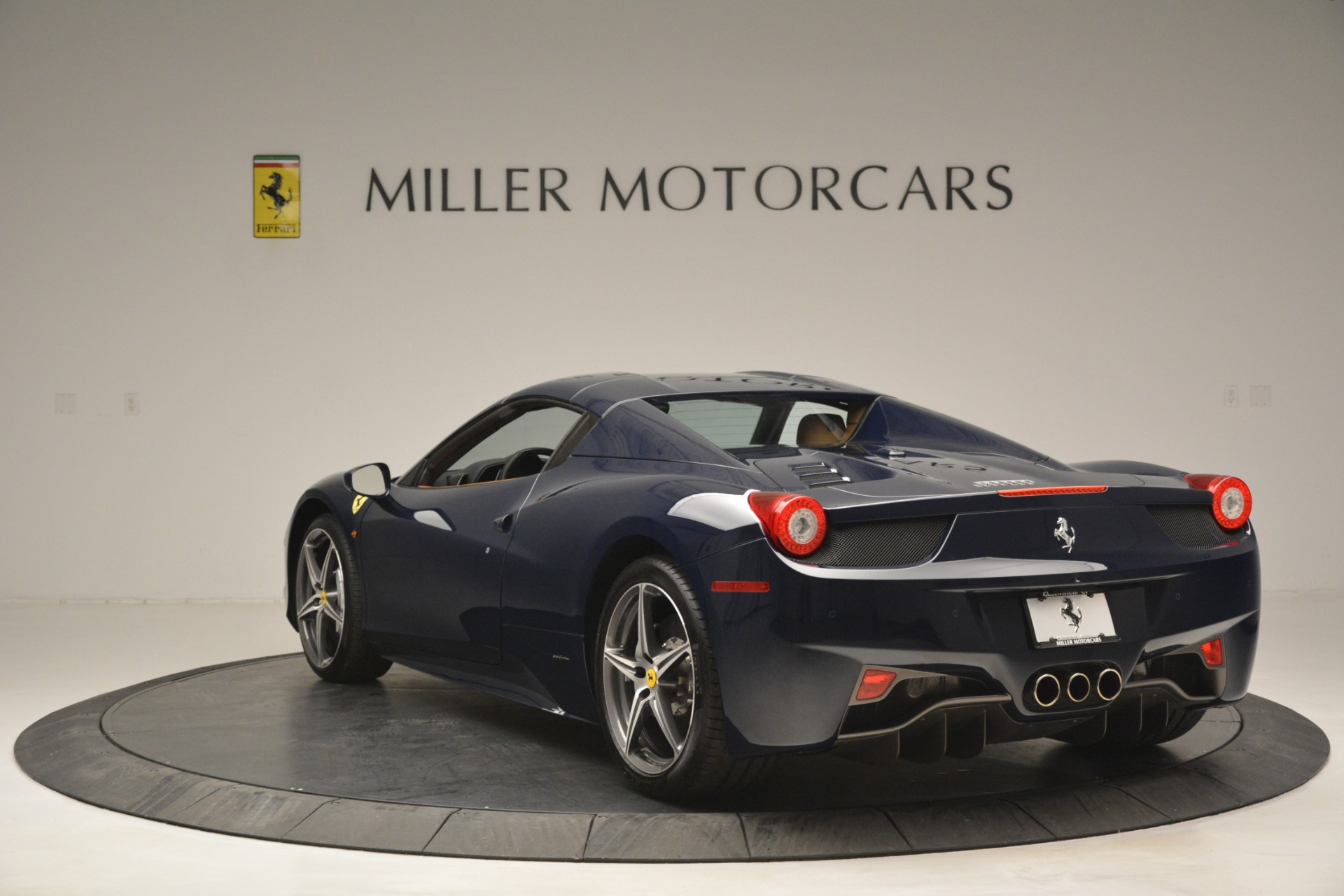 Used 2014 Ferrari 458 Spider  For Sale In Greenwich, CT 3013_p17