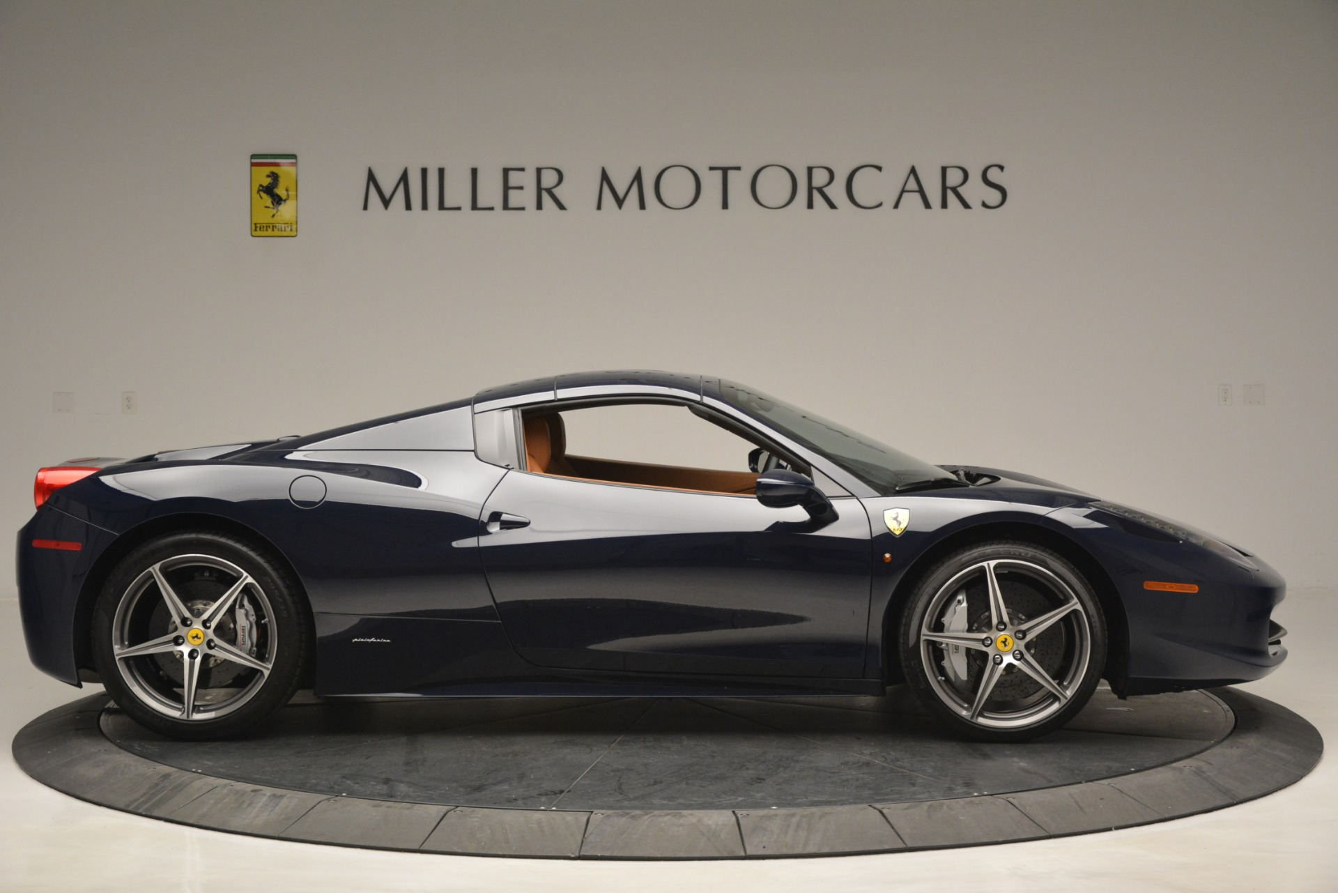 Used 2014 Ferrari 458 Spider  For Sale In Greenwich, CT 3013_p21