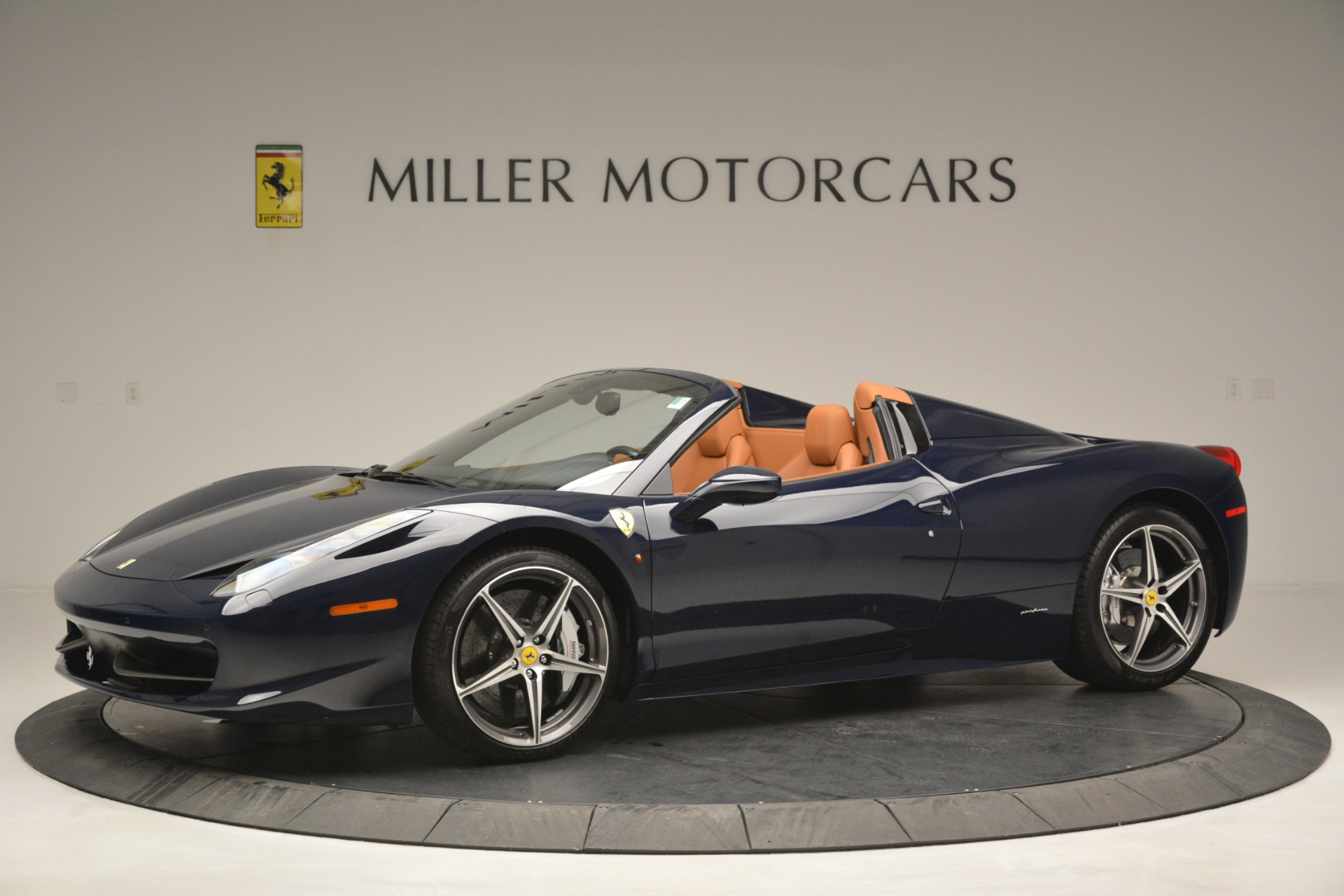 Used 2014 Ferrari 458 Spider  For Sale In Greenwich, CT 3013_p2