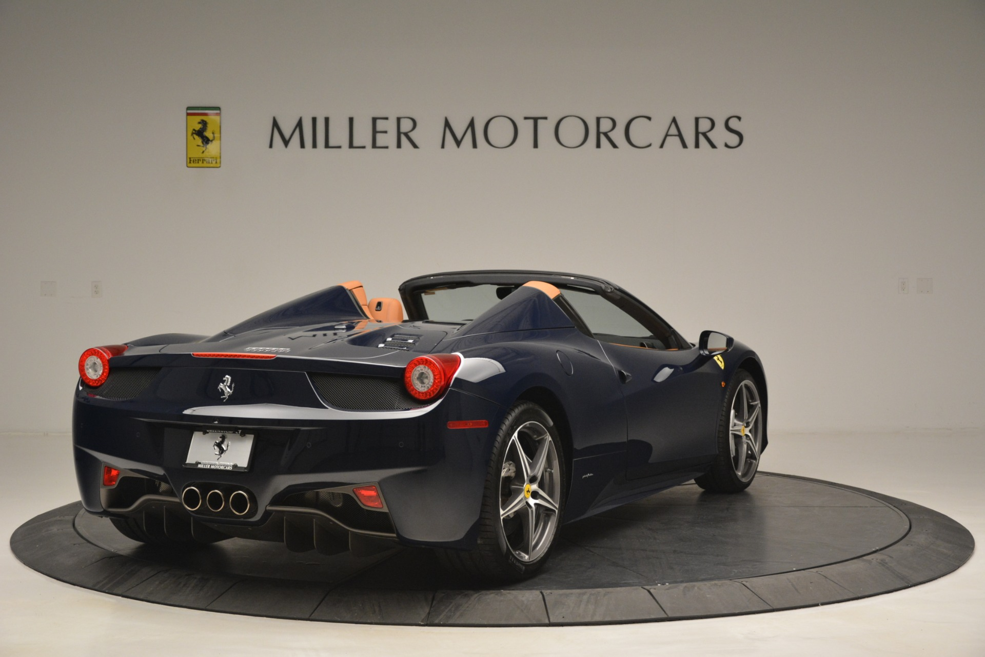 Used 2014 Ferrari 458 Spider  For Sale In Greenwich, CT 3013_p7