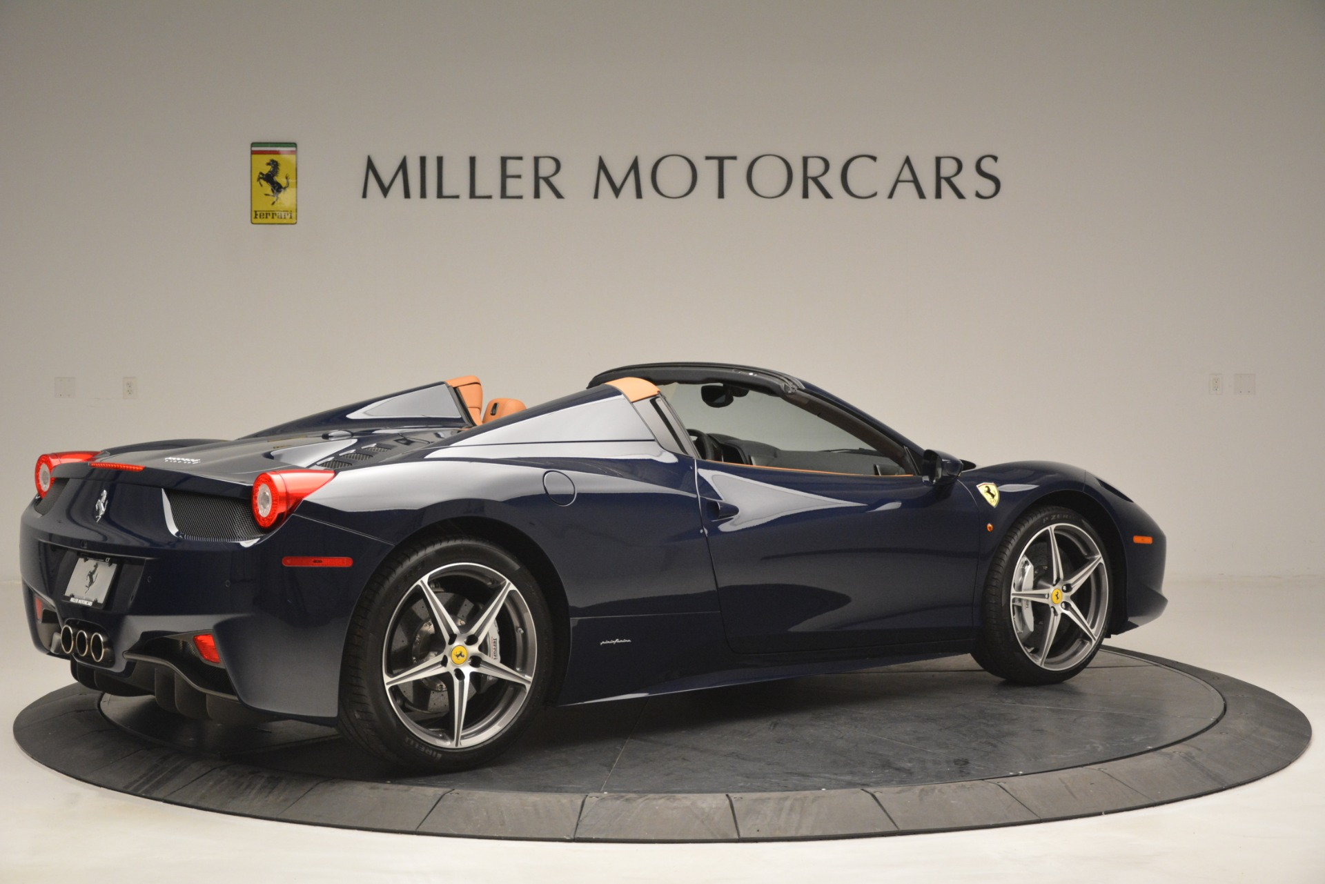 Used 2014 Ferrari 458 Spider  For Sale In Greenwich, CT 3013_p8