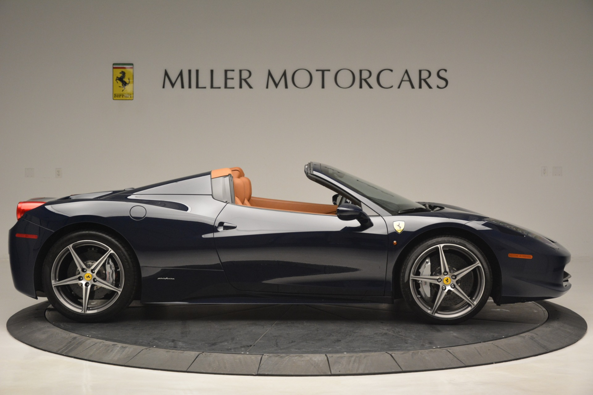 Used 2014 Ferrari 458 Spider  For Sale In Greenwich, CT 3013_p9