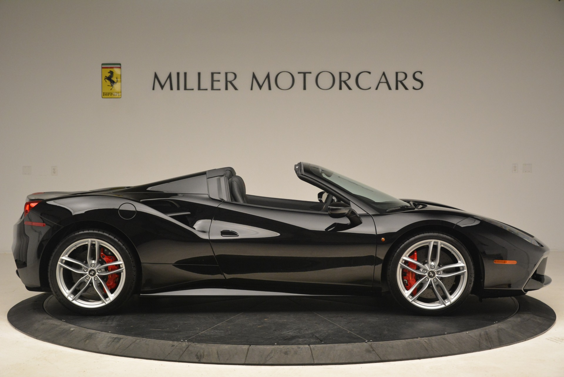 Used 2018 Ferrari 488 Spider  For Sale In Greenwich, CT 3029_p9