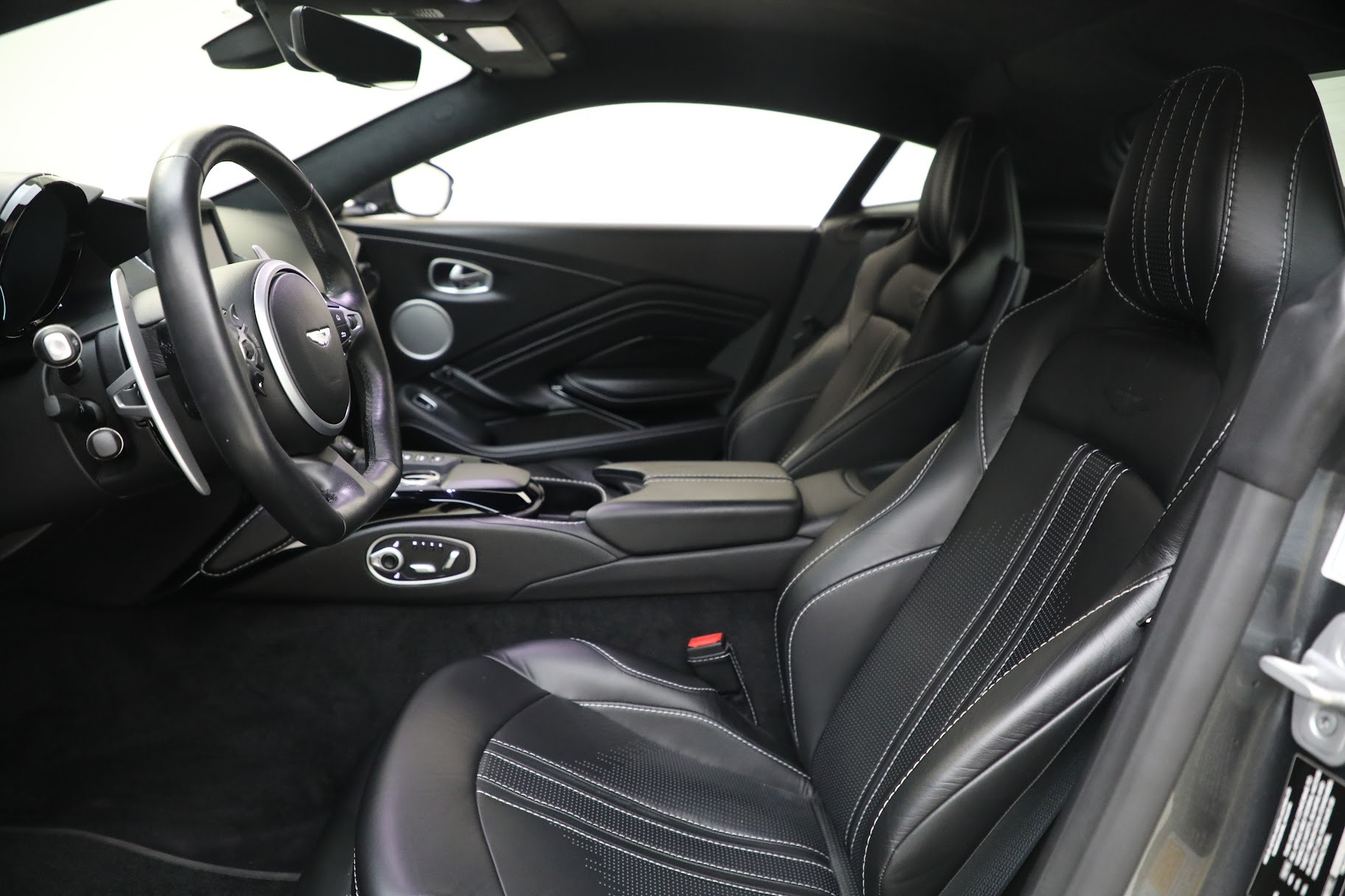 New 2019 Aston Martin Vantage Coupe For Sale In Greenwich, CT 3032_p14