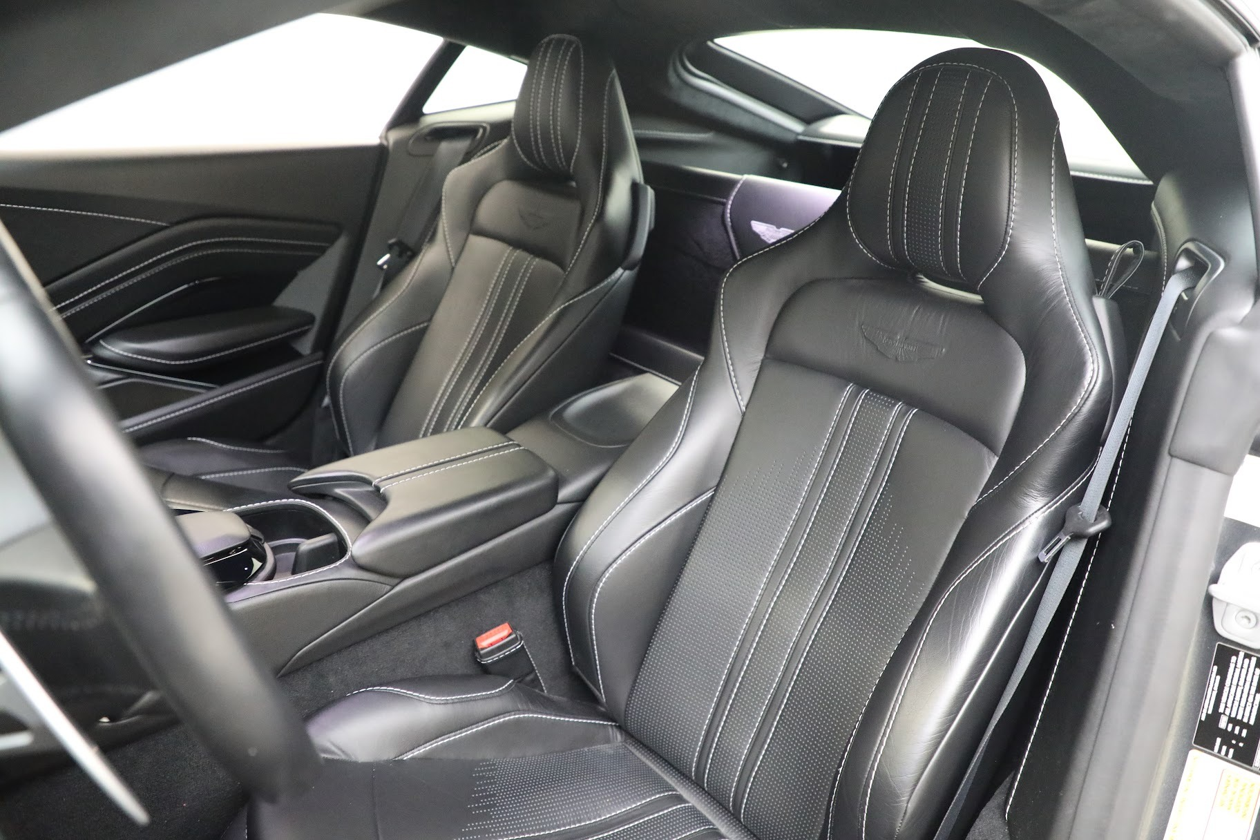 New 2019 Aston Martin Vantage Coupe For Sale In Greenwich, CT 3032_p15