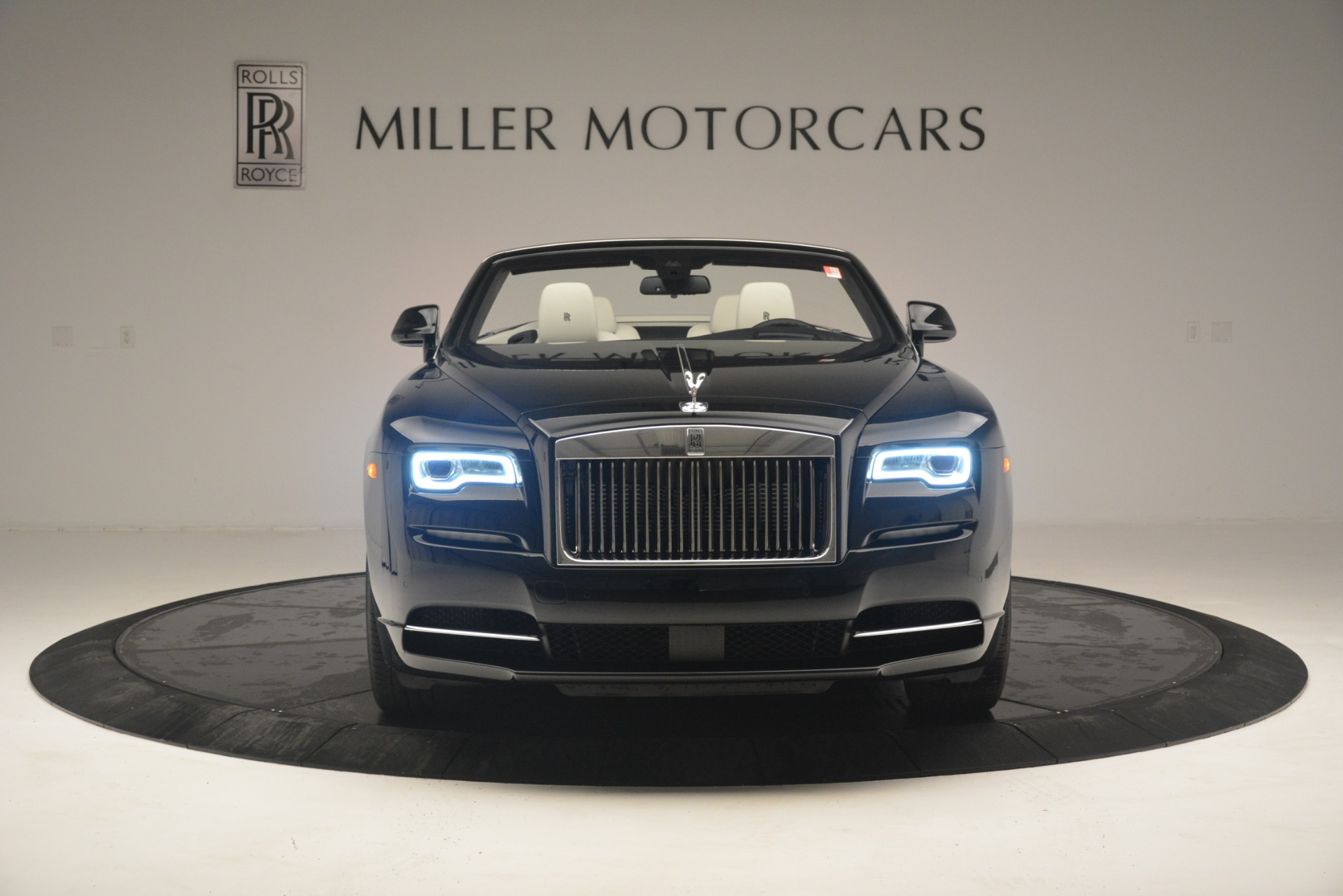 Used 2018 Rolls-Royce Dawn  For Sale In Greenwich, CT 3044_p2