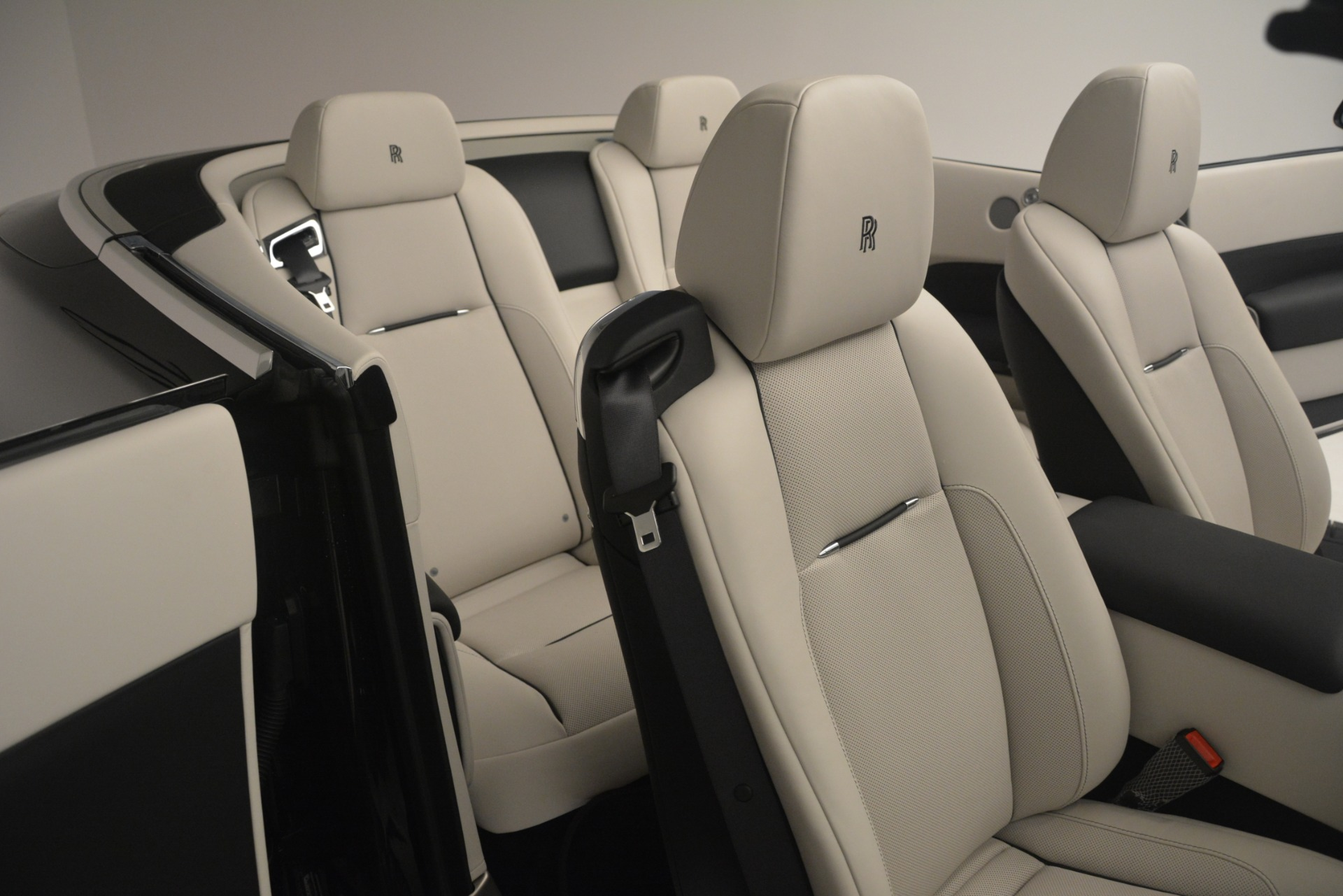 Used 2018 Rolls-Royce Dawn  For Sale In Greenwich, CT 3044_p30