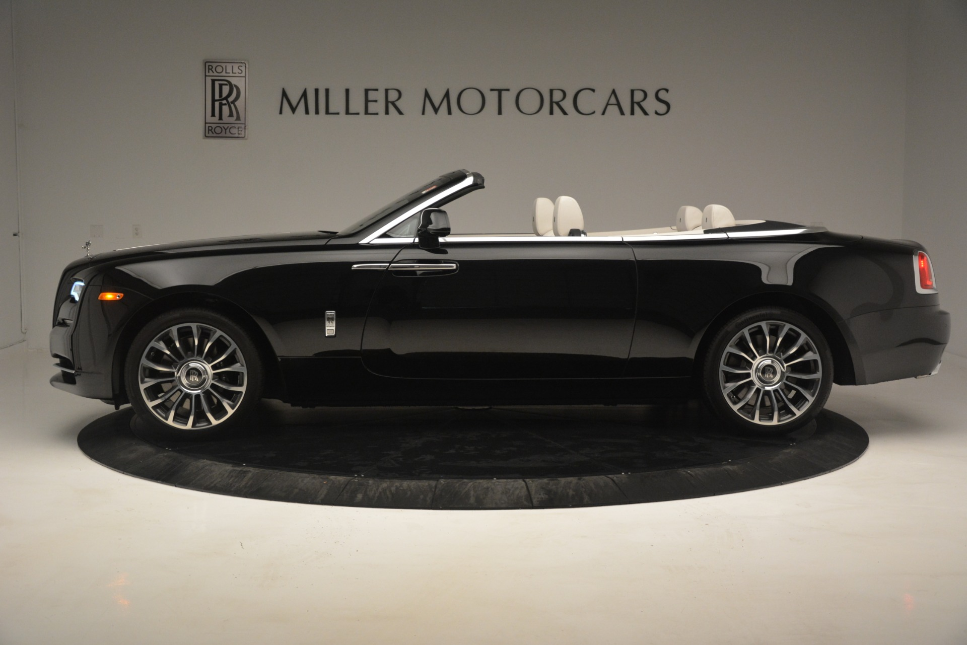 Used 2018 Rolls-Royce Dawn  For Sale In Greenwich, CT 3044_p4