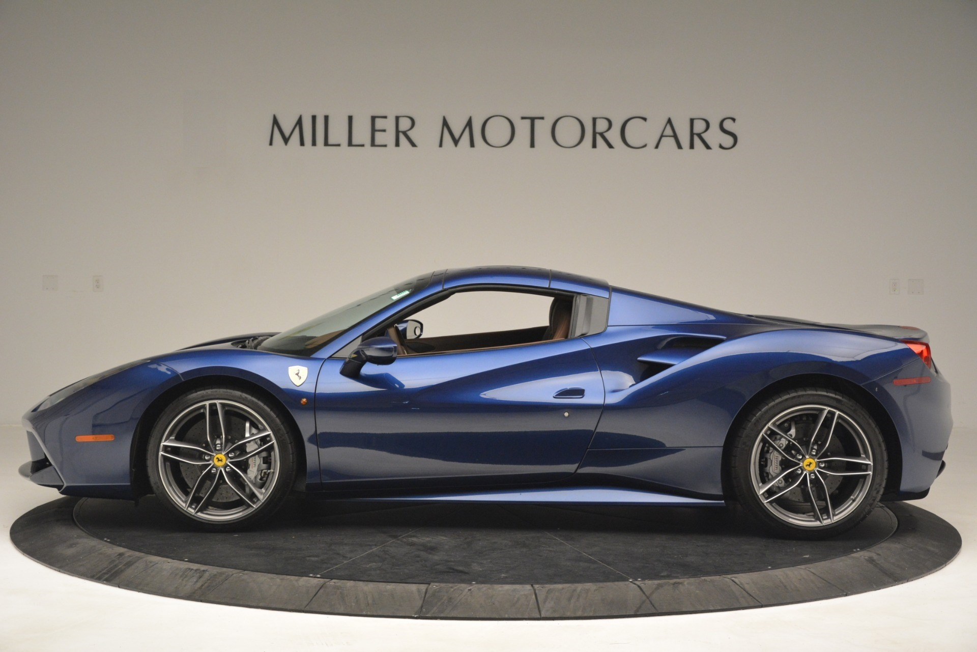 Used 2018 Ferrari 488 Spider  For Sale In Greenwich, CT 3045_p15