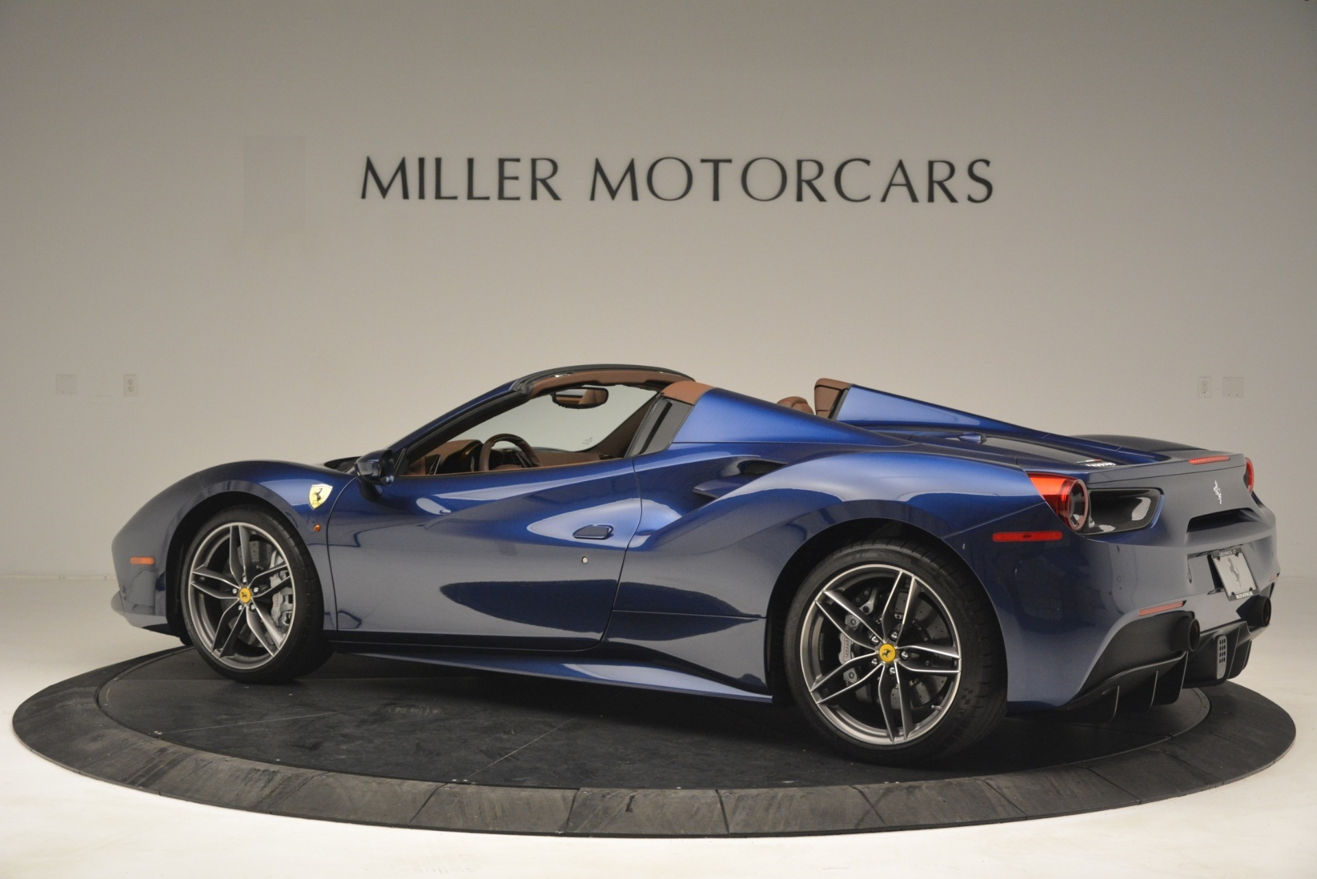 Used 2018 Ferrari 488 Spider  For Sale In Greenwich, CT 3045_p4