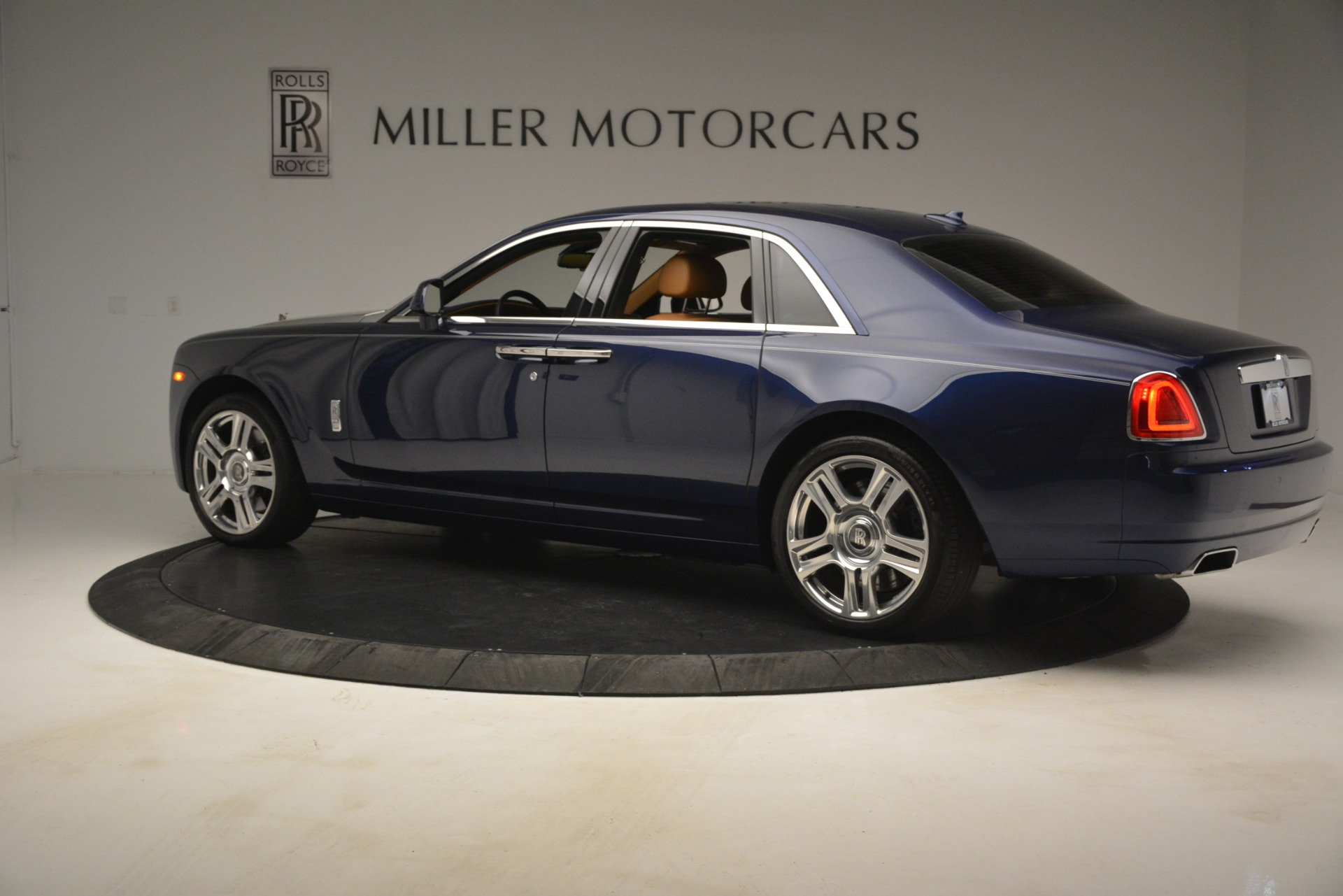 Used 2016 Rolls-Royce Ghost  For Sale In Greenwich, CT 3050_p4